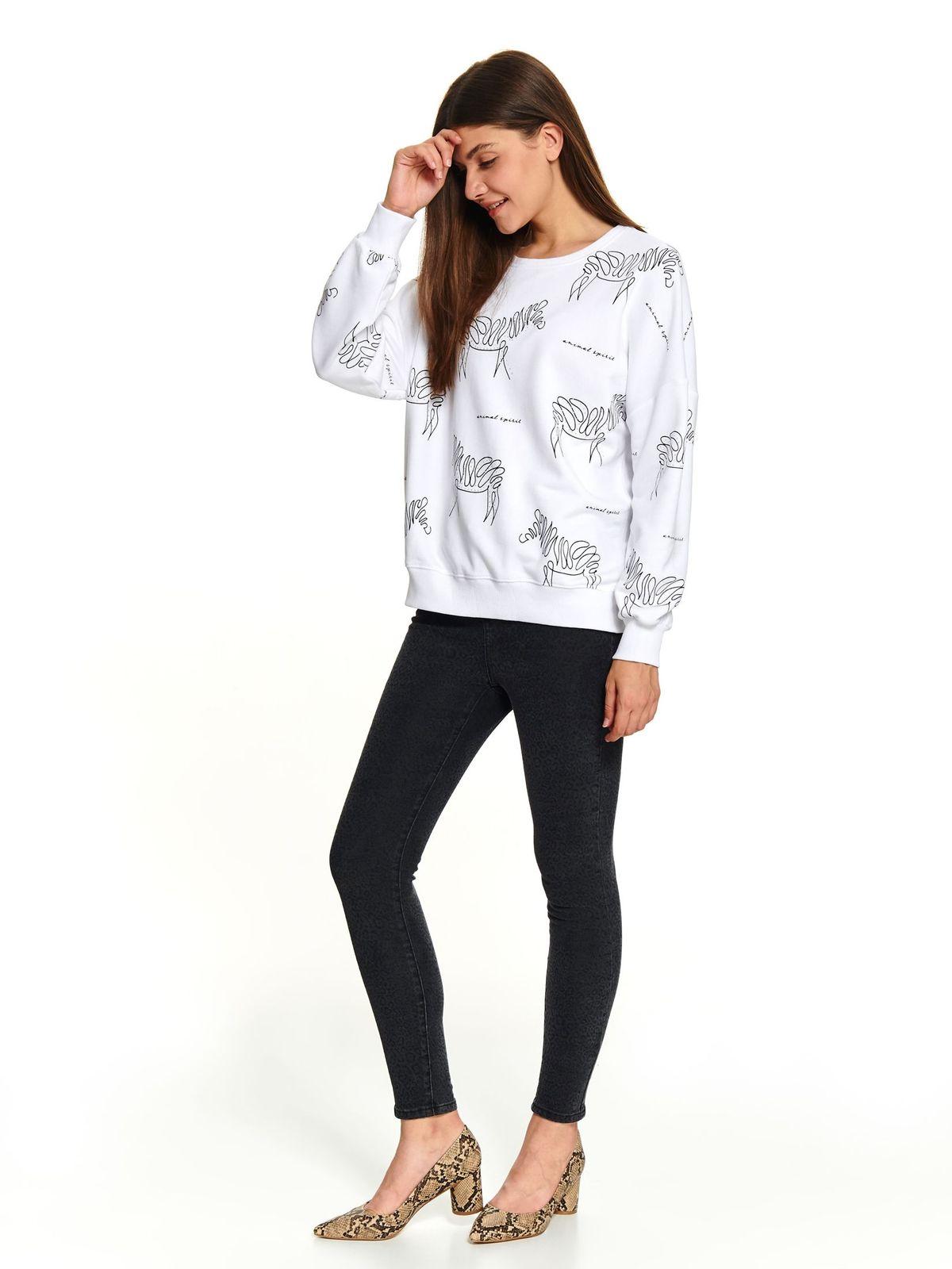 Fehér casual rövid bő szabású női blúz pólónyakkal grafikai díszítéssel