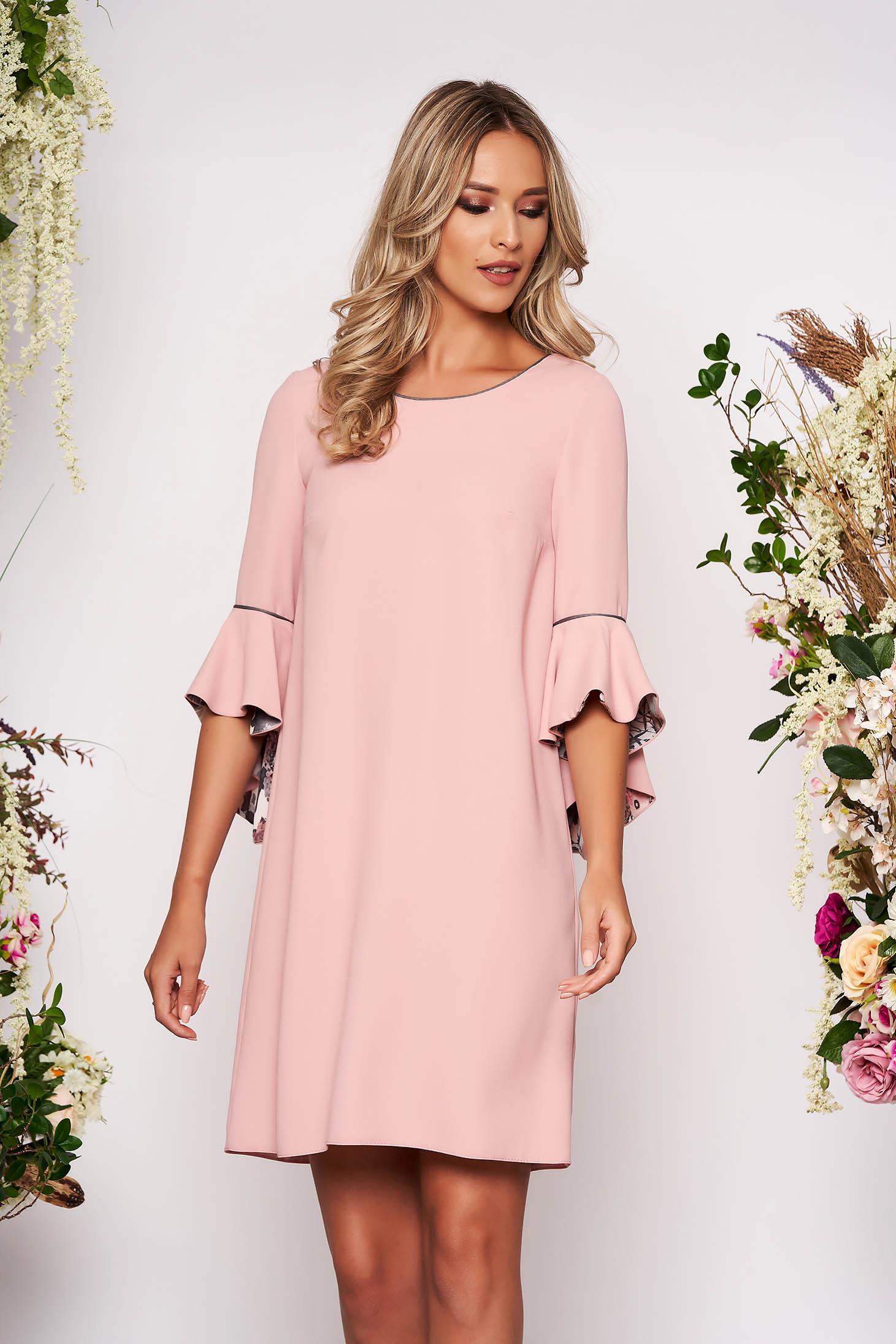 Rochie StarShinerS roz prafuit scurta eleganta cu croi larg cu decolteu la baza gatului cu maneci trei-sferturi tip clopot fara captuseala