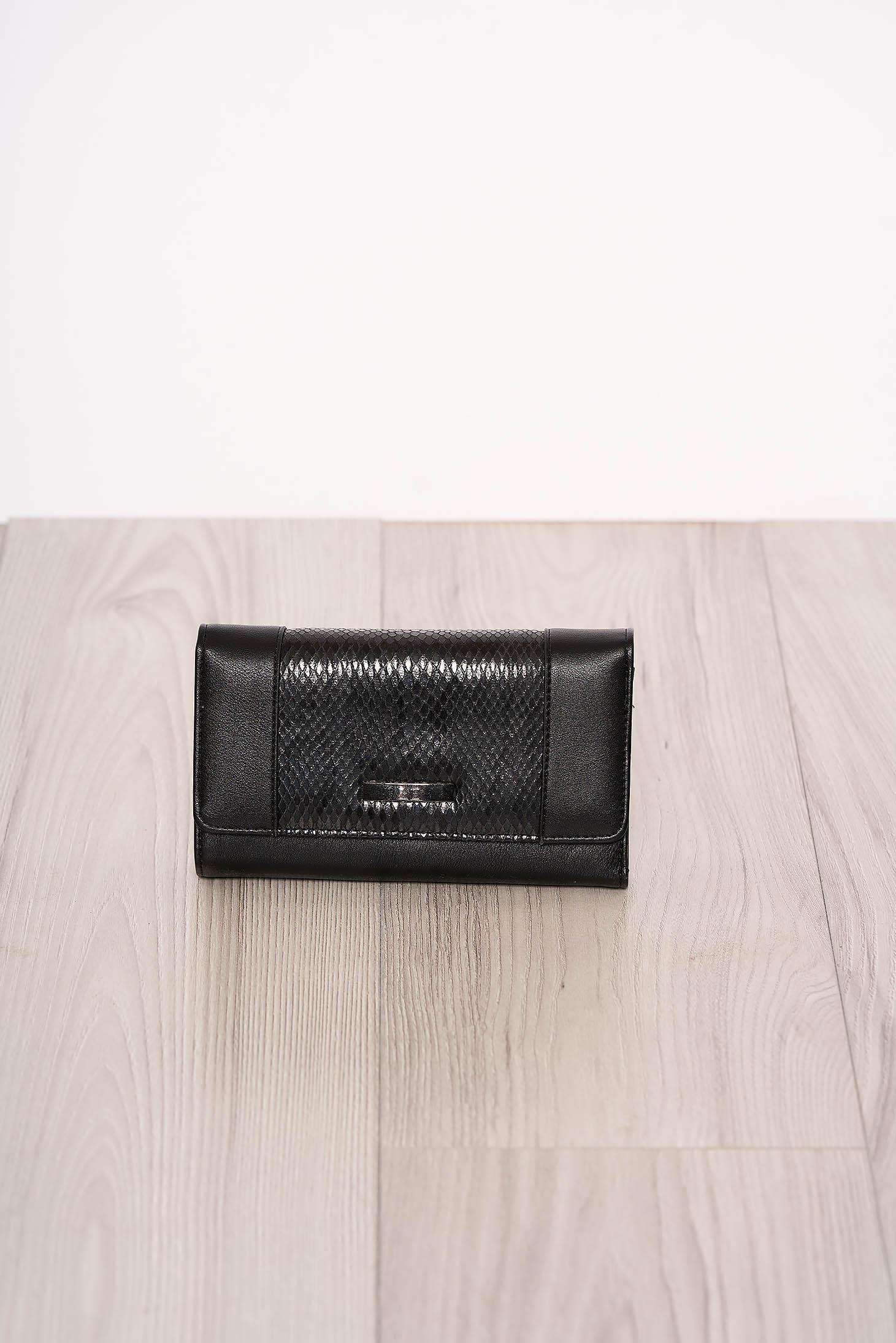 Portofel negru snake print cu mai multe compartimente si inchidere cu capsa magnetica