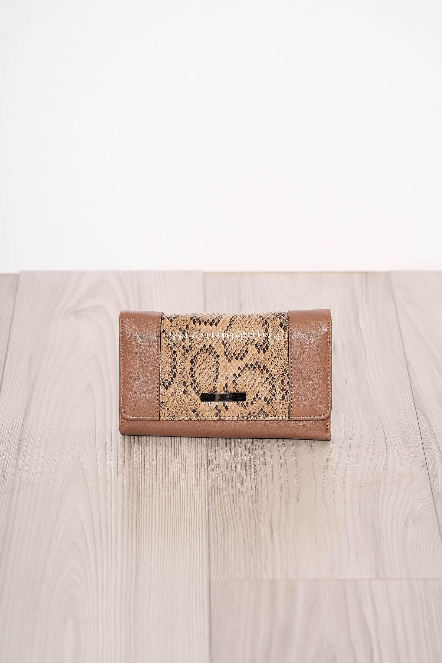Portofel cappuccino snake print cu mai multe compartimente si inchidere cu capsa magnetica