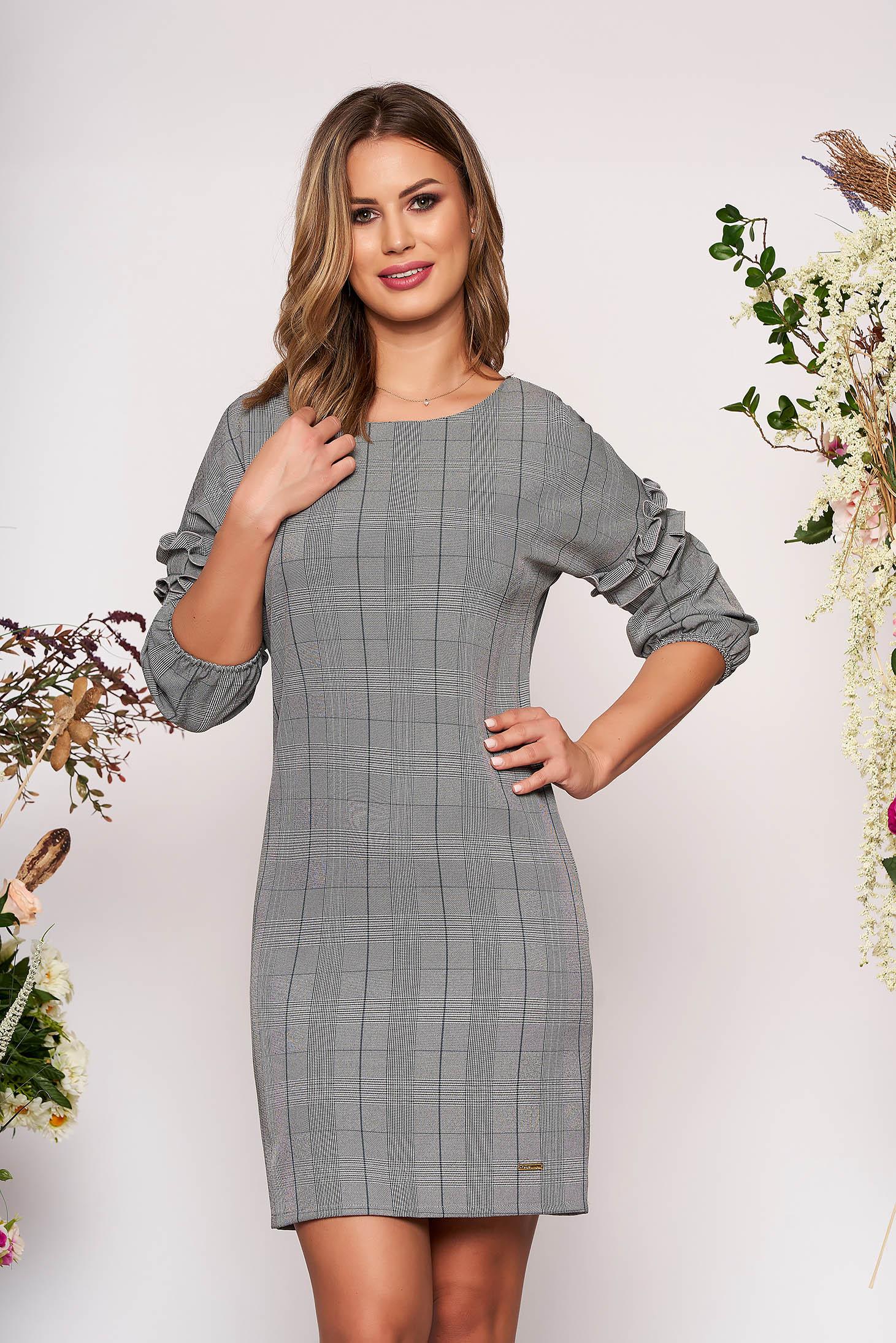 Rochie gri-inchis scurta eleganta cu un croi drept din stofa in carouri cu volanase la maneca