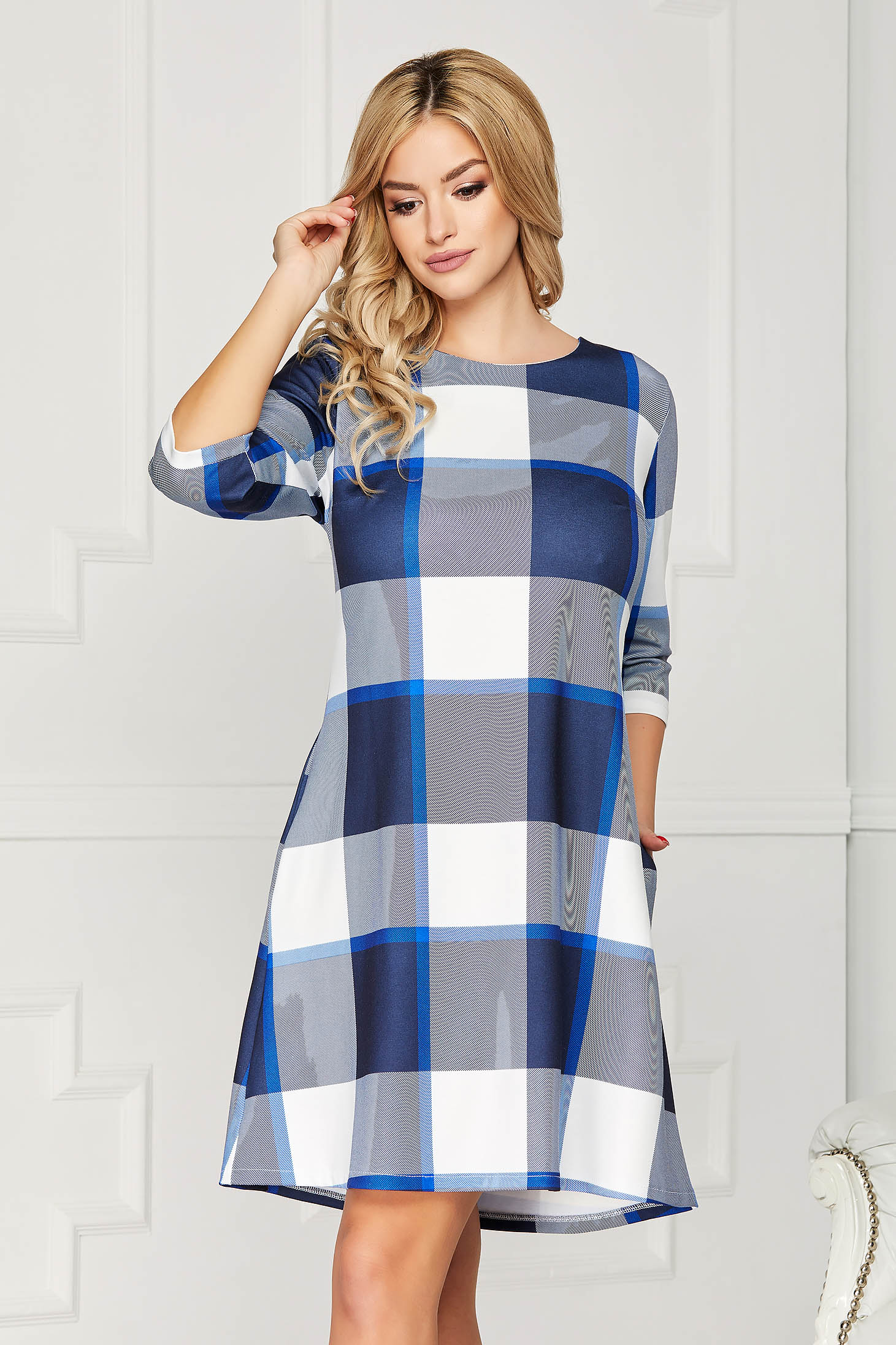 Rochie albastra casual scurta de zi cu croi in a fara captuseala cu buzunare