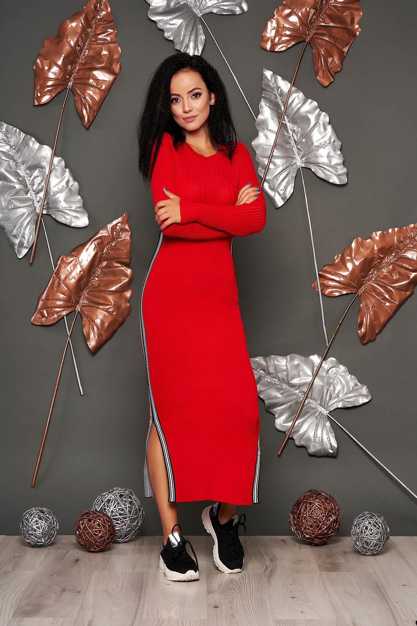 Rochie SunShine rosie casual tip creion din material reiat tricotat cu decolteu rotunjit si maneci lungi