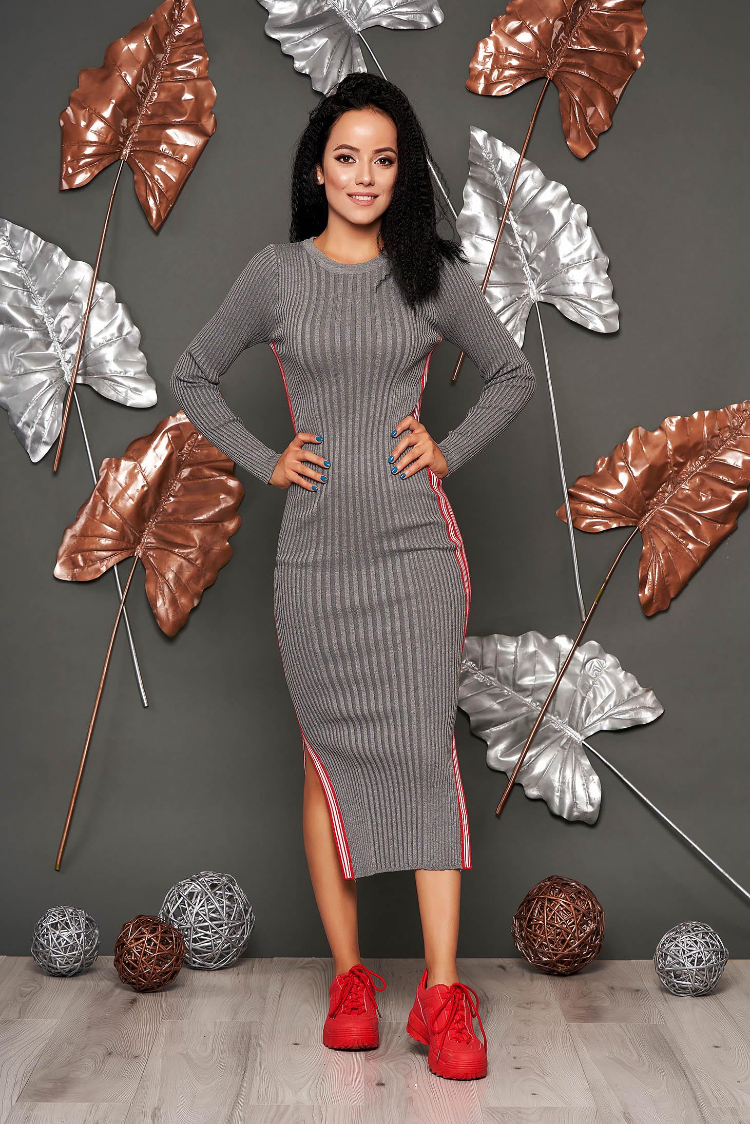Rochie SunShine gri casual tip creion din material reiat tricotat cu decolteu rotunjit si maneci lungi