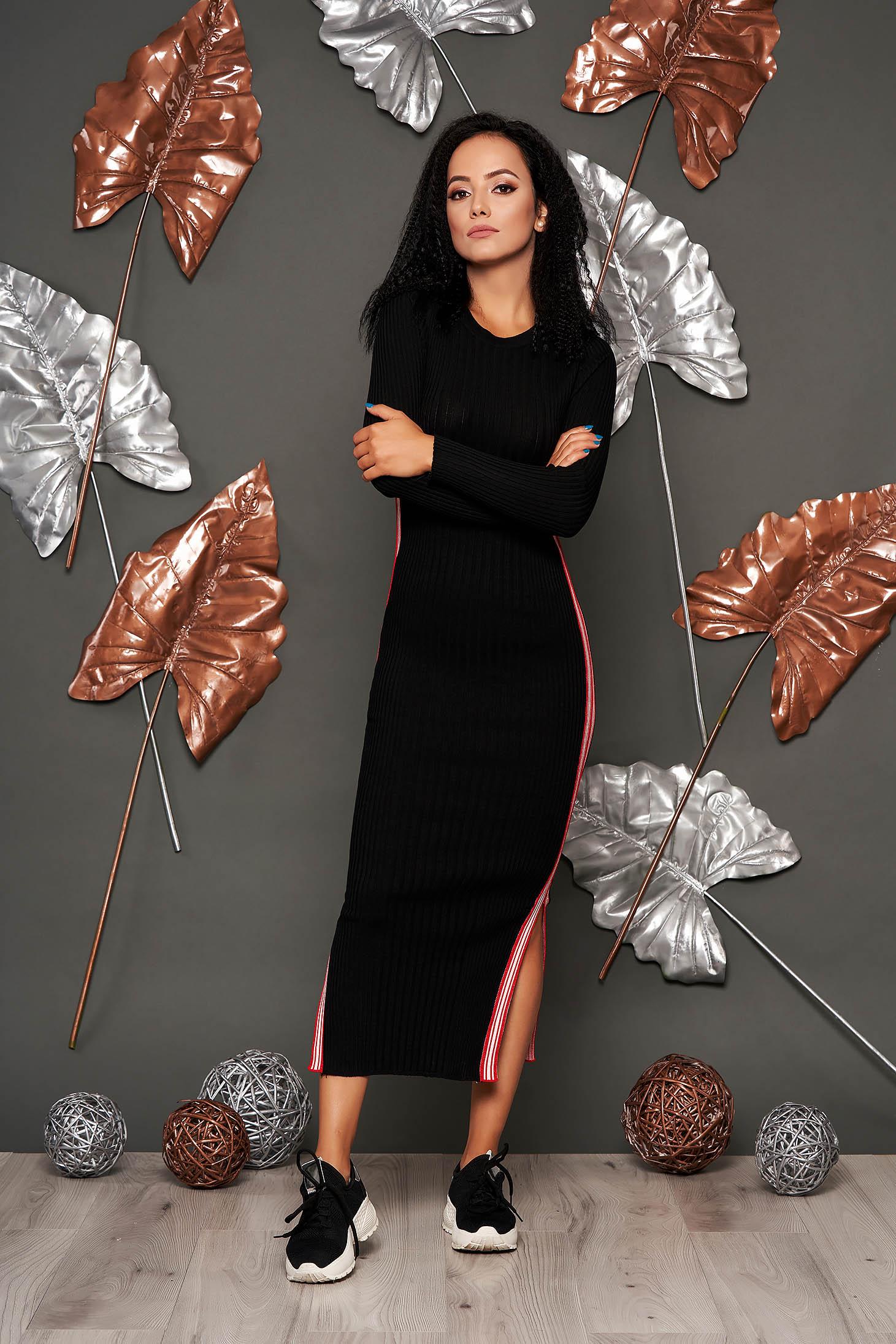 Rochie SunShine neagra casual tip creion din material reiat tricotat cu decolteu rotunjit si maneci lungi