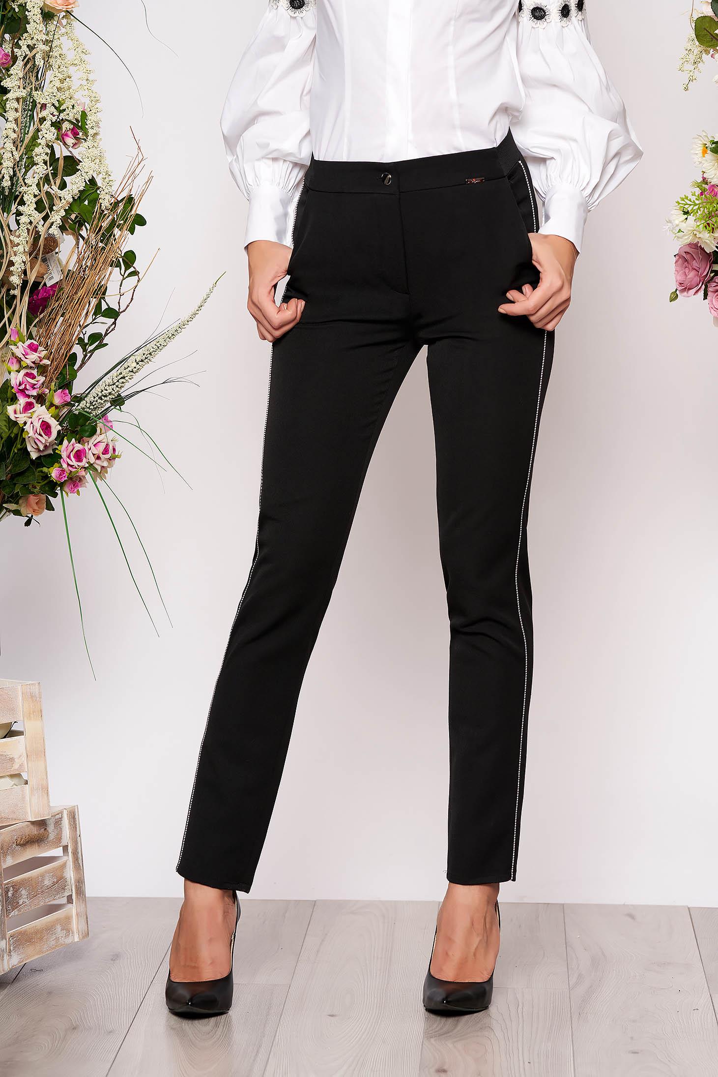 Pantaloni negri conici eleganti din stofa cu elastic in talie cu buzunare si aplicatii metalice