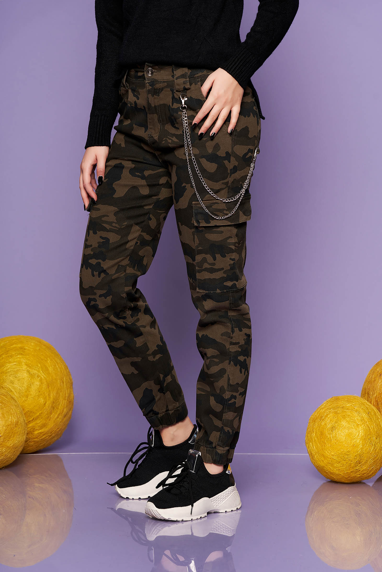 Darkgreen trousers casual cotton camouflage metallic chain accessory medium waist