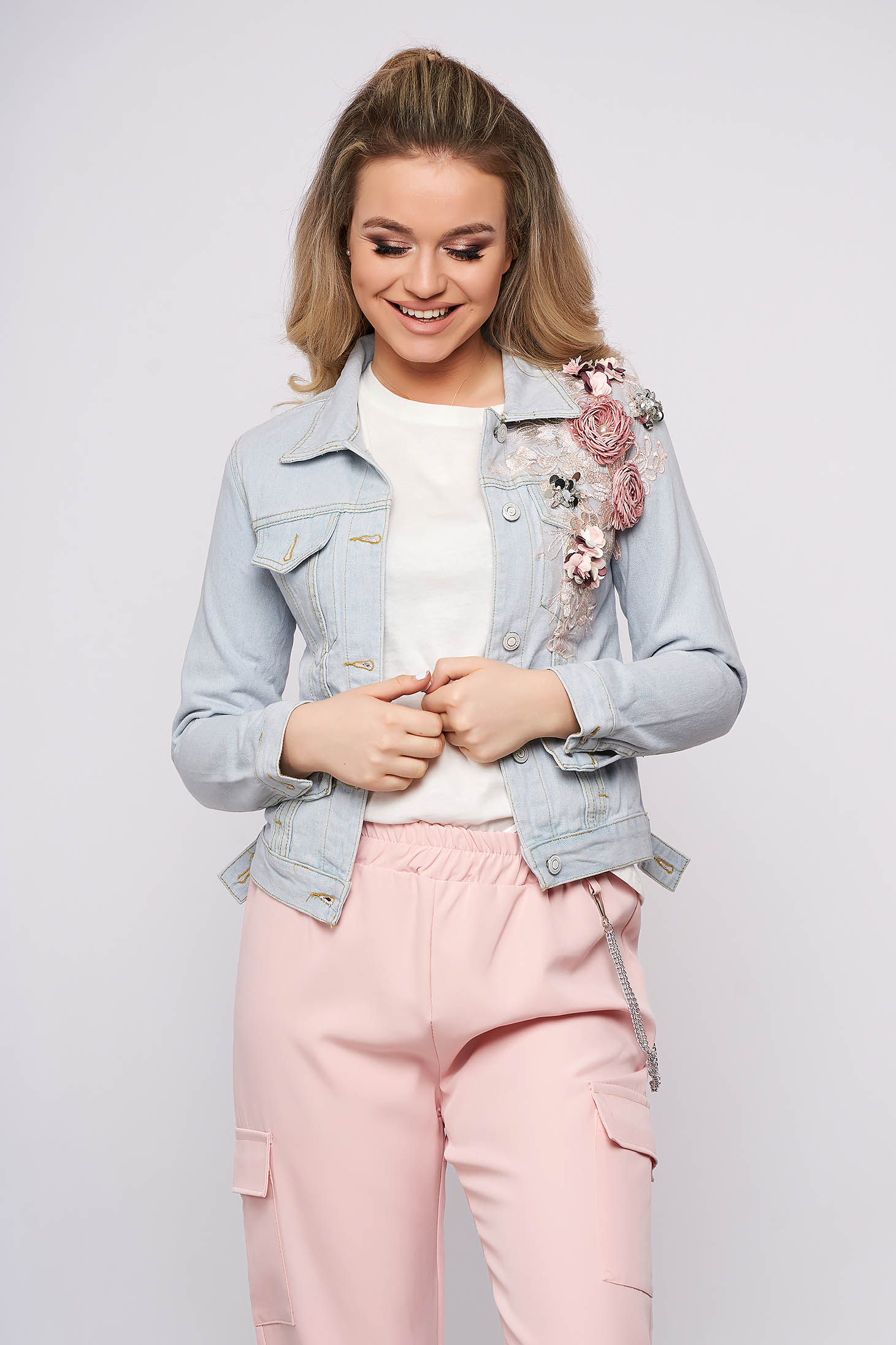 Lightblue jacket casual short cut denim with pearls with lace details