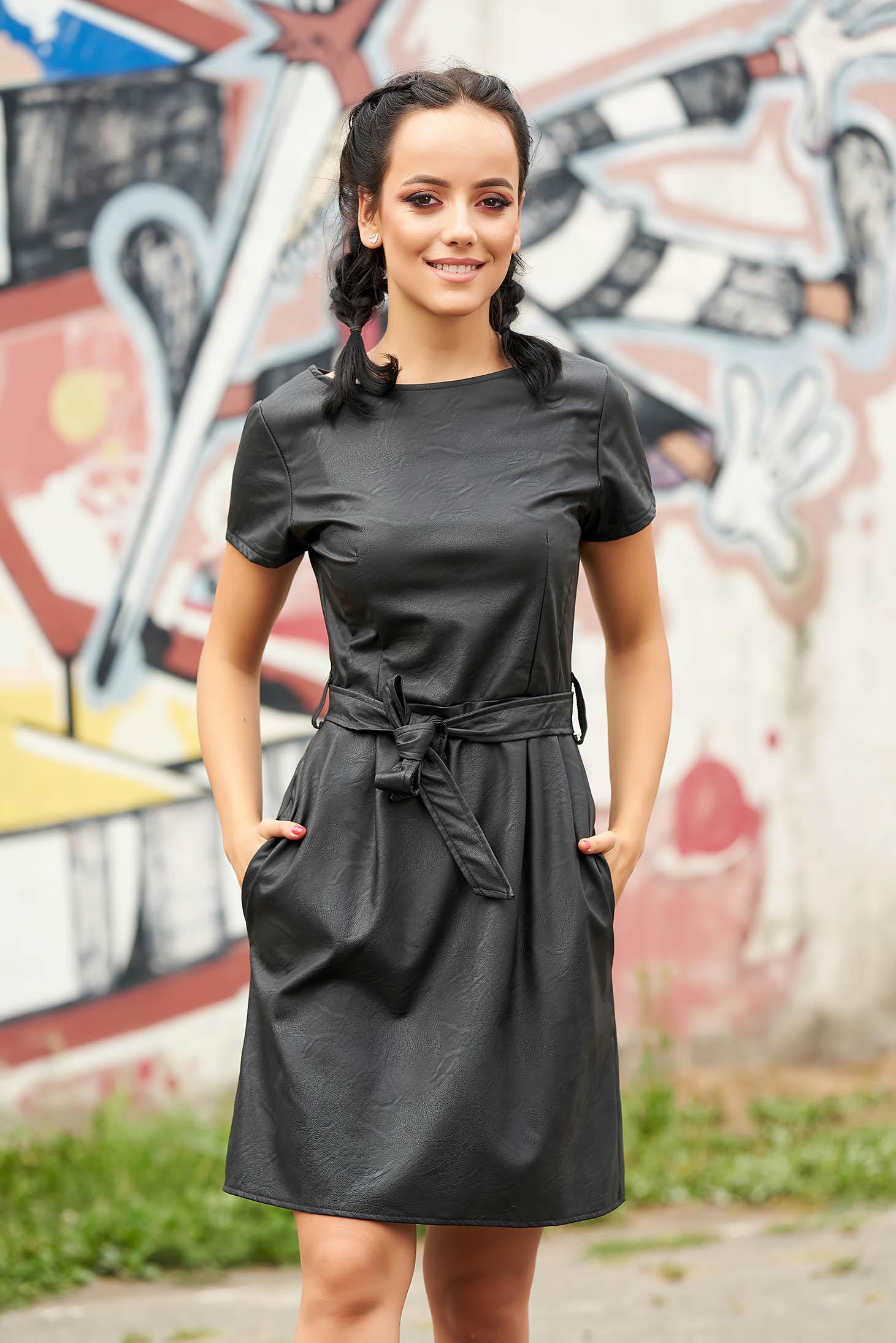 Rochie SunShine neagra scurta de zi in clos din piele ecologica cu buzunare si cordon detasabil