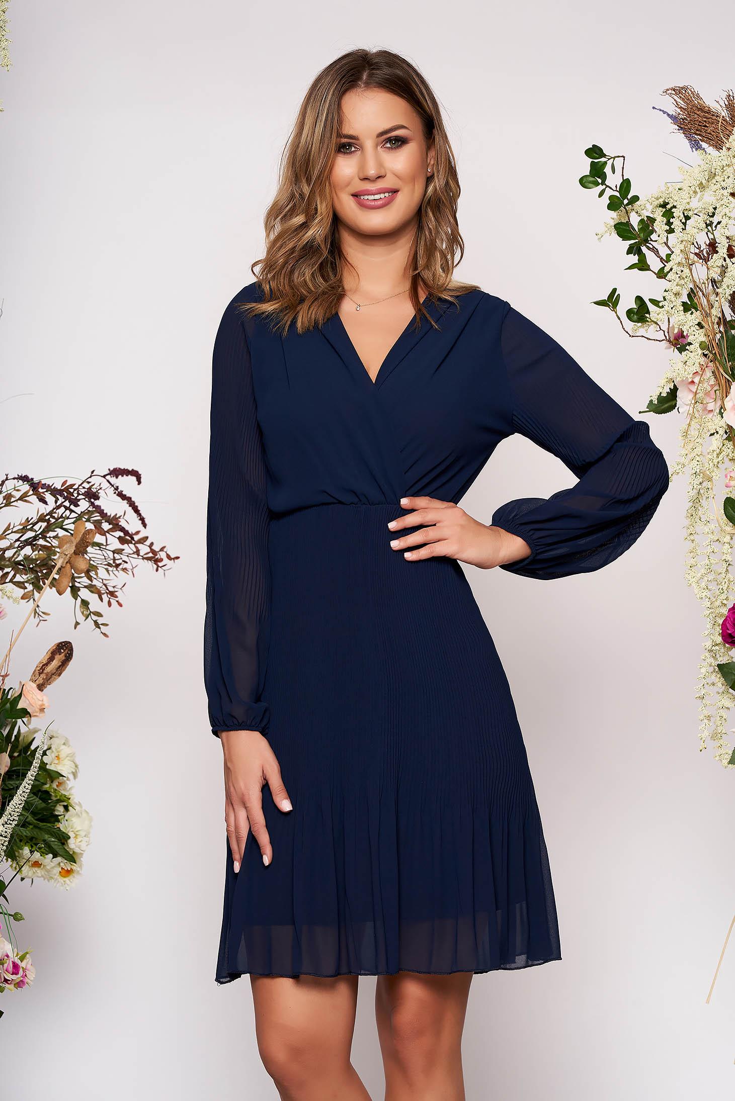 Rochie SunShine albastru-inchis scurta eleganta plisata in clos din voal cu decolteu petrecut in v