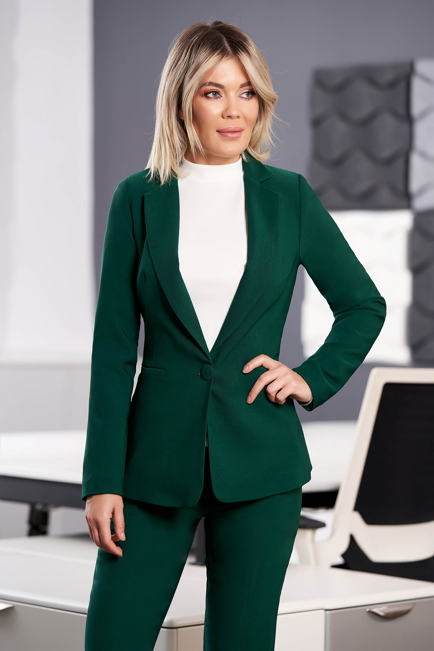 StarShinerS green jacket with inside lining office from non elastic fabric arched cut