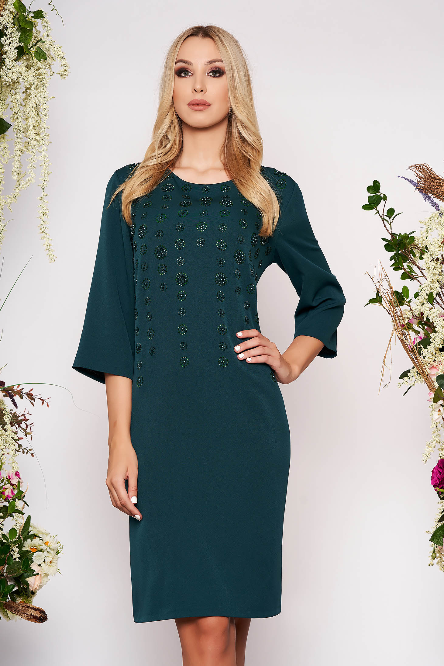 Rochie verde petrol eleganta midi cu un croi drept din stofa subtire cu maneci trei-sferturi cu aplicatii din margele si pietre strass