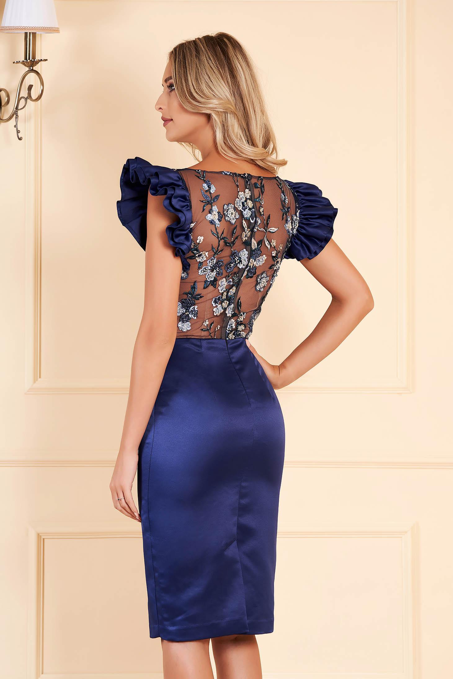 Rochie albastru-inchis scurta de ocazie din satin cu maneci scurte cu volanase si decolteu rotunjit