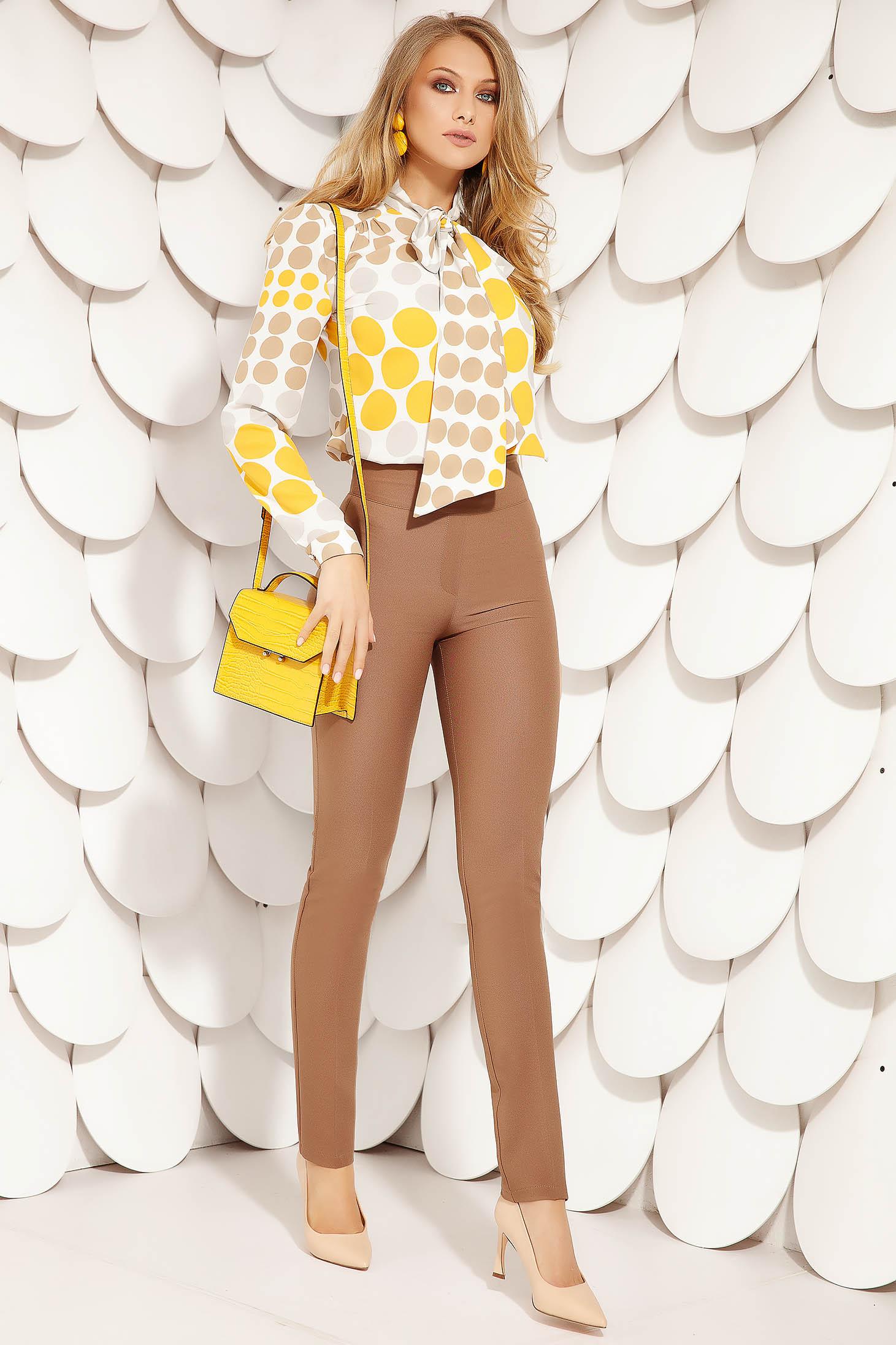 Pantaloni Fofy maro office conici din stofa usor elastica si inchidere cu fermoar in lateral