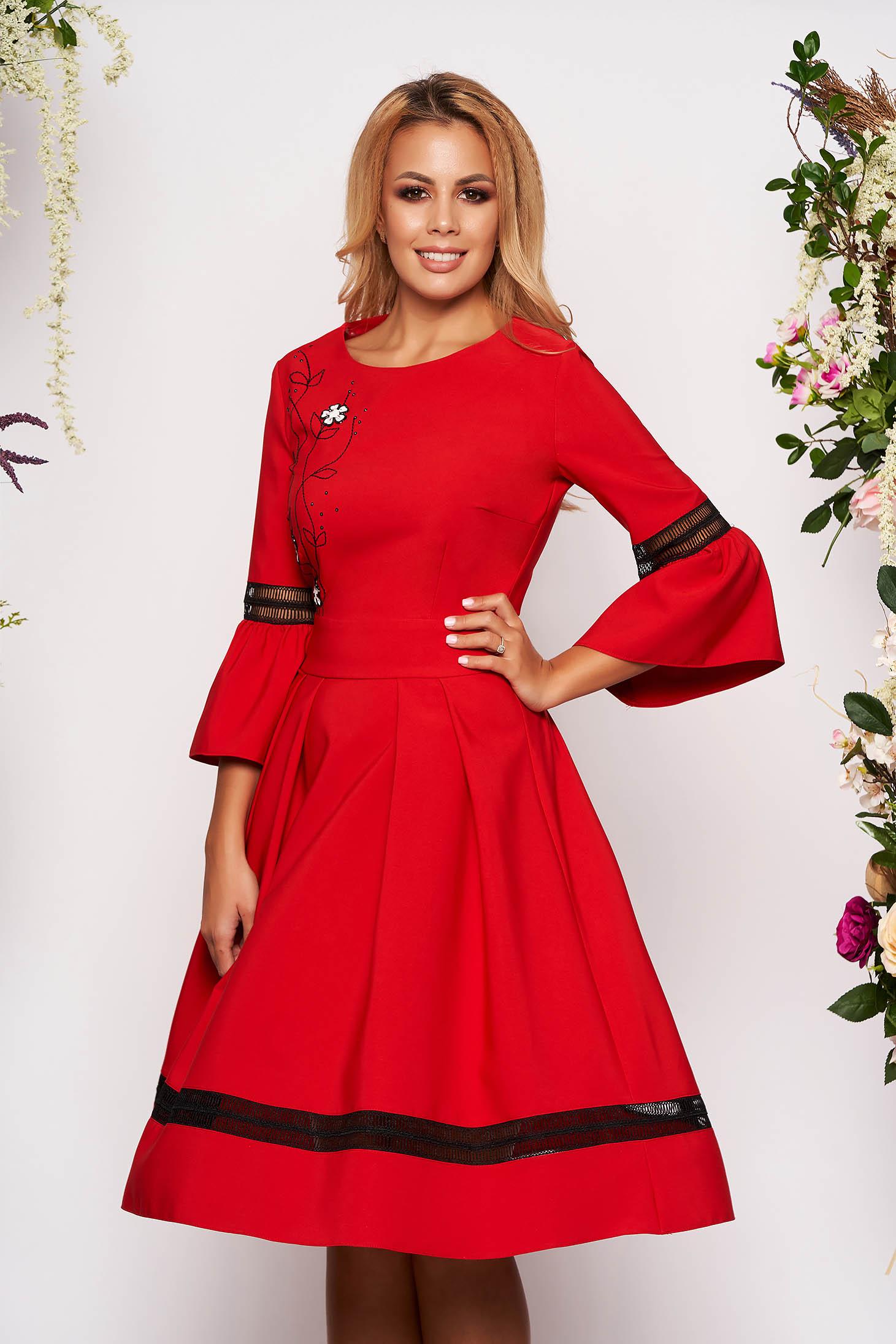 Piros elegáns midi harang ruha bővülő háromnegyedes ujjakkal kerekített dekoltázssal