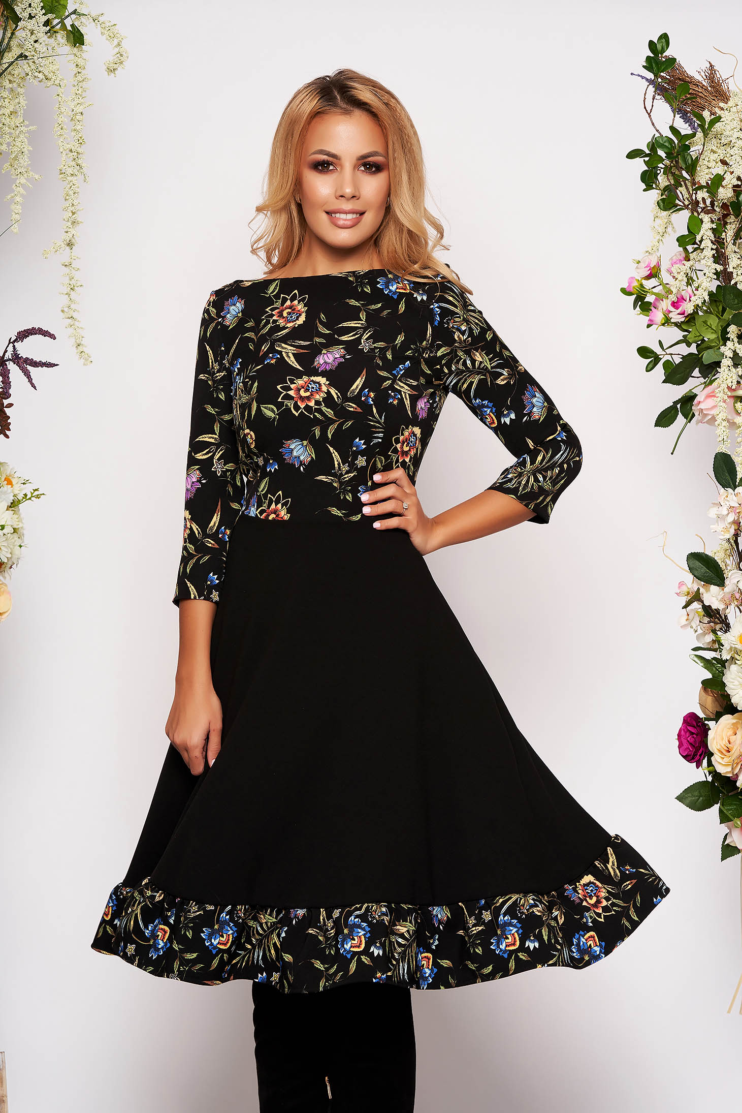 Rochie StarShinerS neagra de zi in clos cu maneci trei-sferturi din material elastic cu imprimeu floral