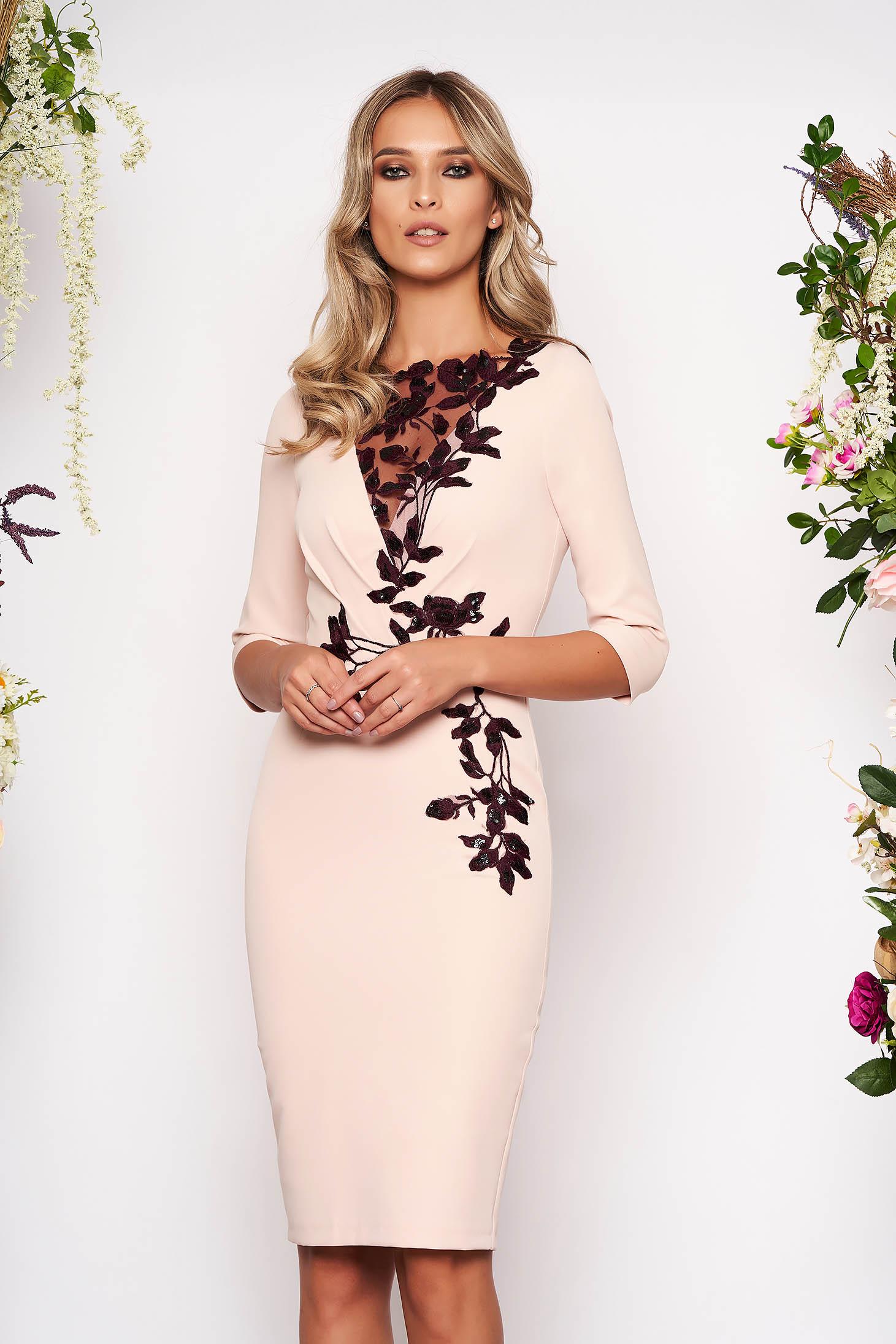 Rochie roz prafuit midi de ocazie din stofa elastica cu maneci trei-sferturi si broderie florala