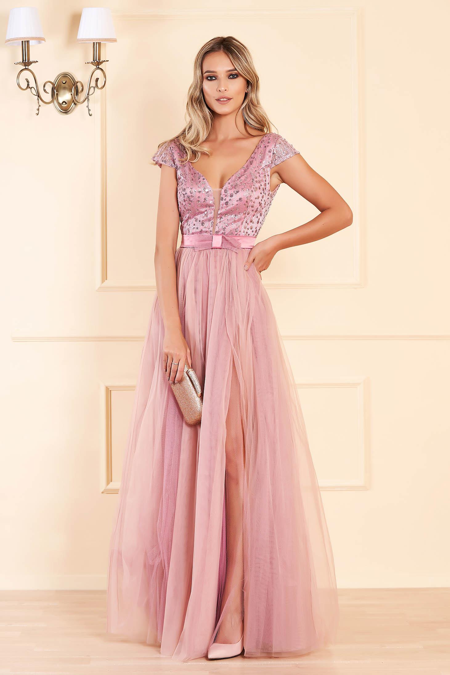 Rochie roz deschis lunga de ocazie in clos cu spatele gol cu bust buretat cu decolteu in v cu aplicatii cu paiete
