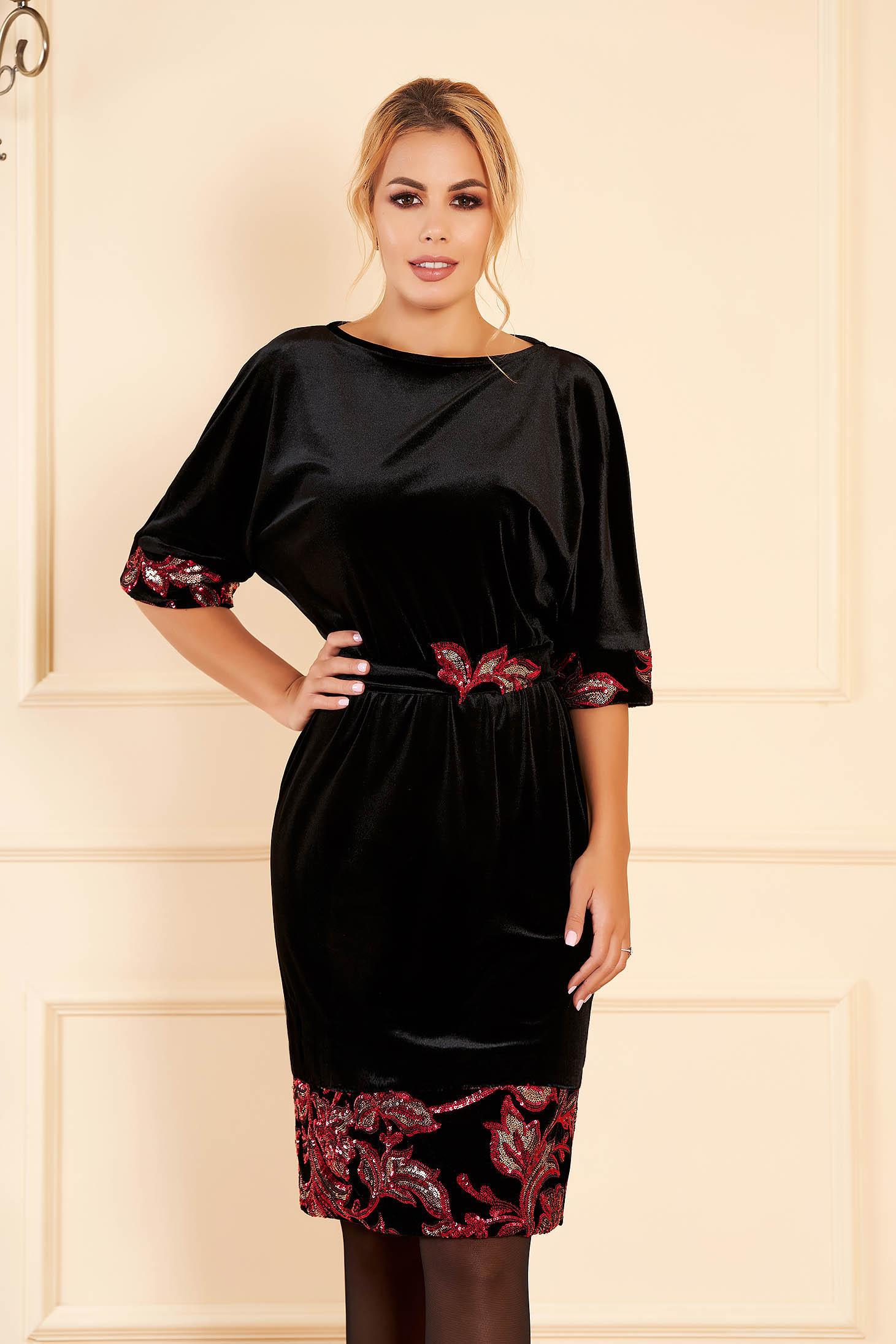 Rochie StarShinerS neagra cu detalii rosii de ocazie cu un croi drept din catifea cu aplicatii cu paiete cordon detasabil si maneci scurte