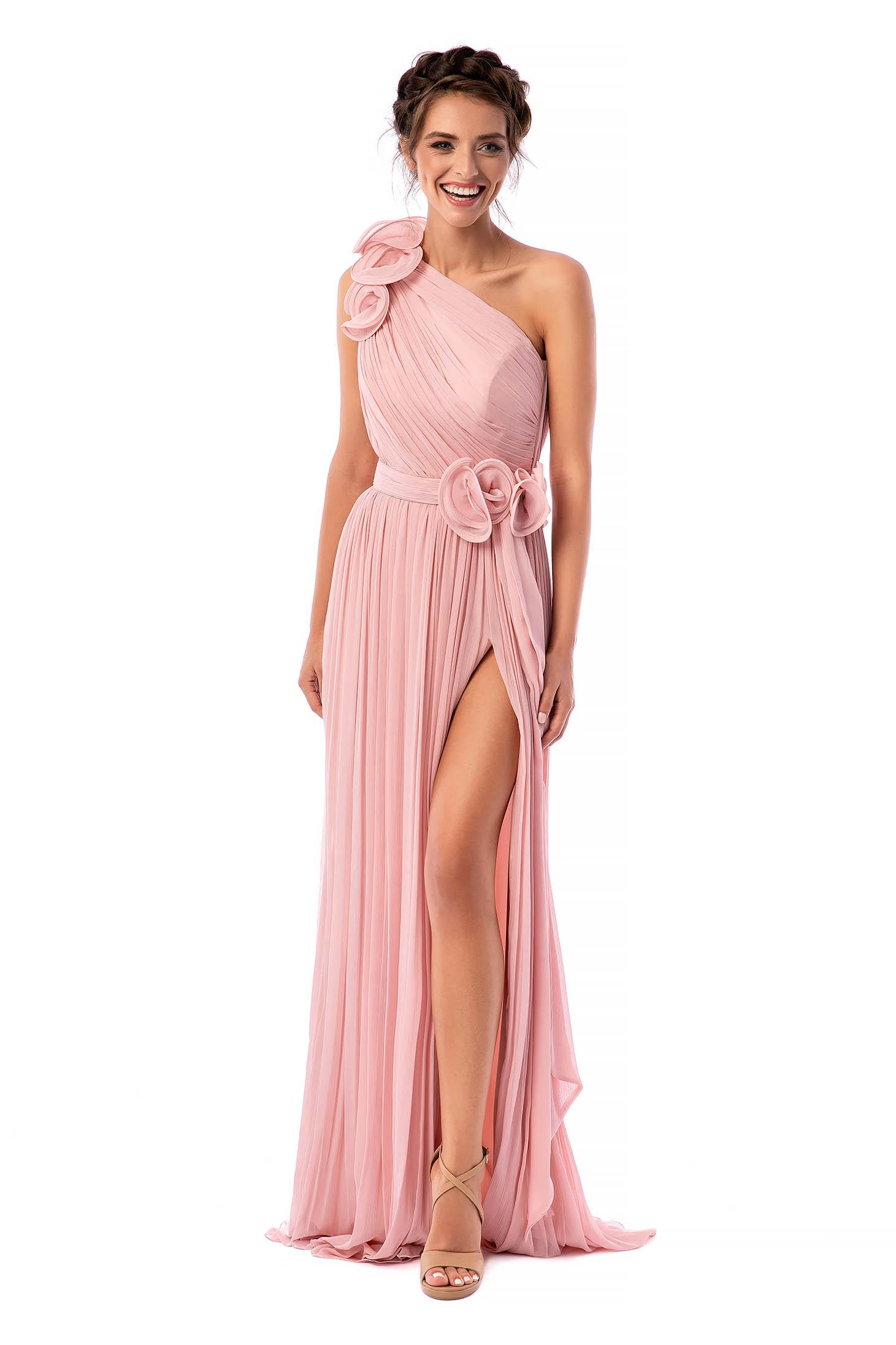 Rochie Ana Radu roz deschis de lux lunga in clos din voal pe umar captusita pe interior