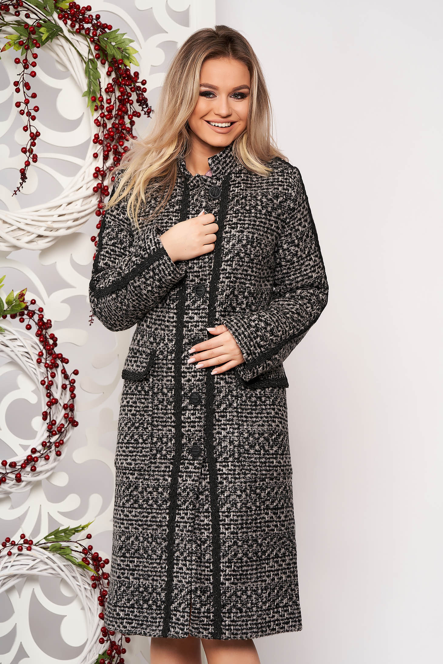 Black casual cloth coat straight from thick fabric handmade applications