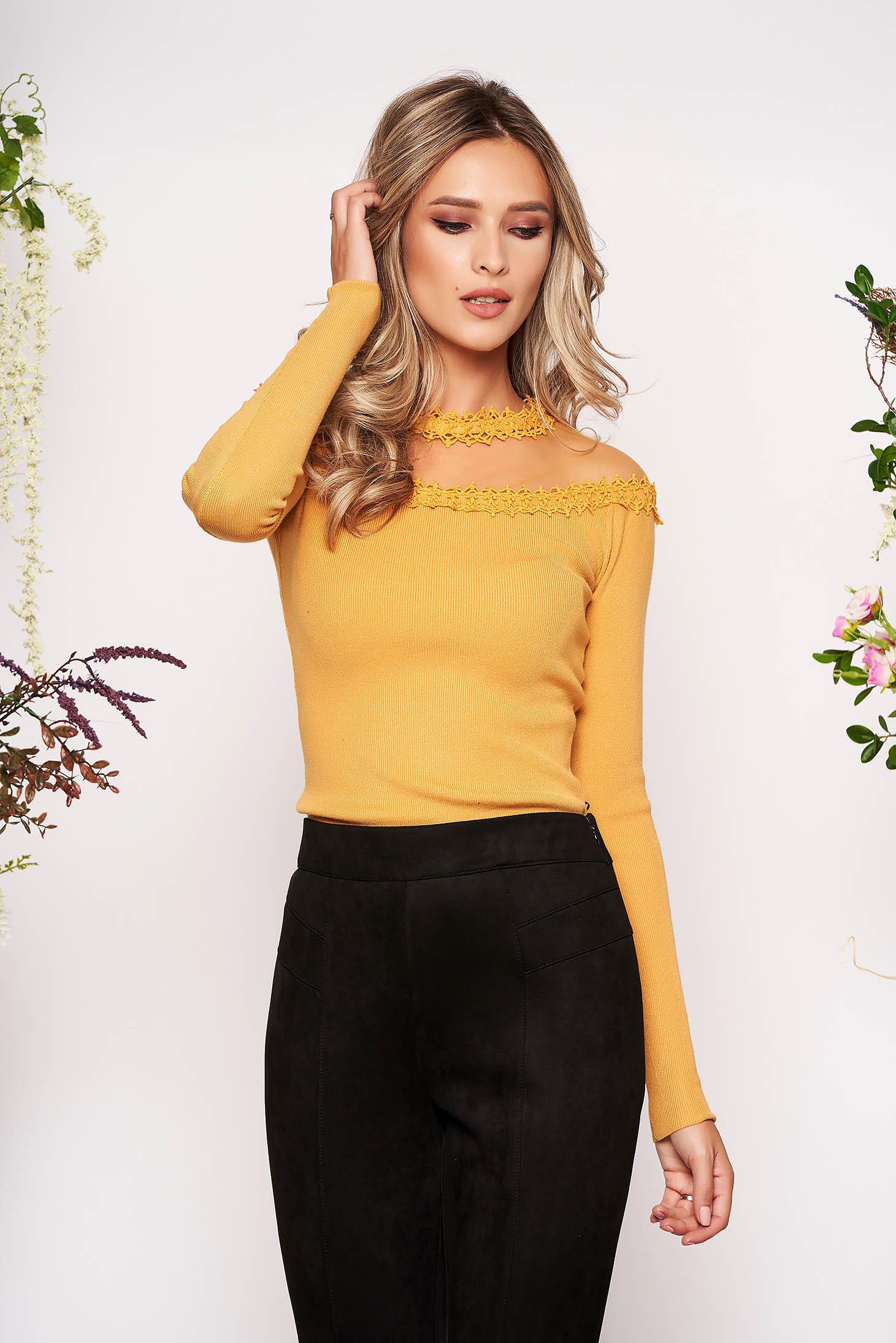 Bluza dama SunShine mustarie din material tricotat din dantela cu un croi mulat cu maneca lunga