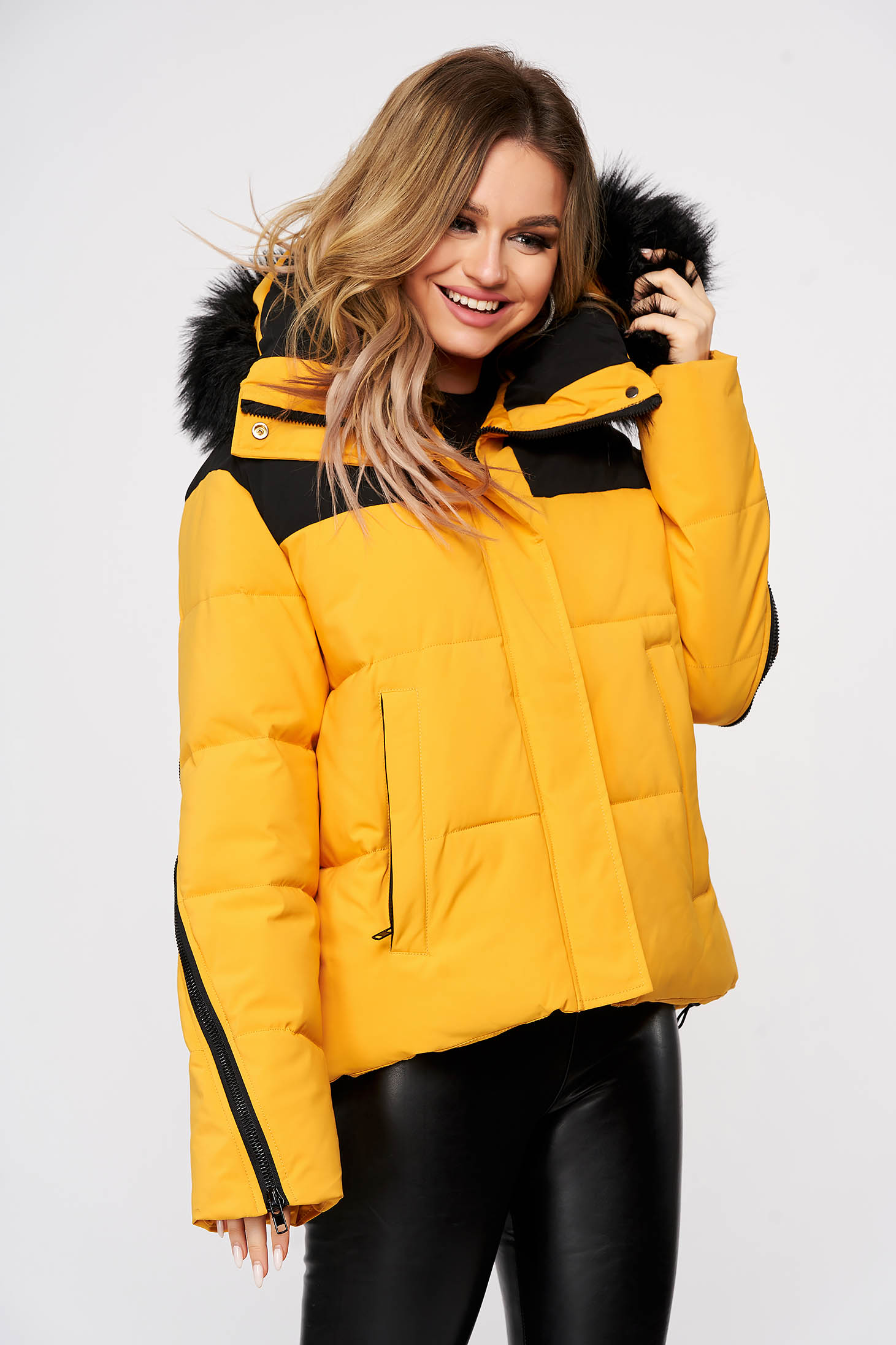 Mustard oversized casual jacket with easy cut with undetachable hood with faux fur details