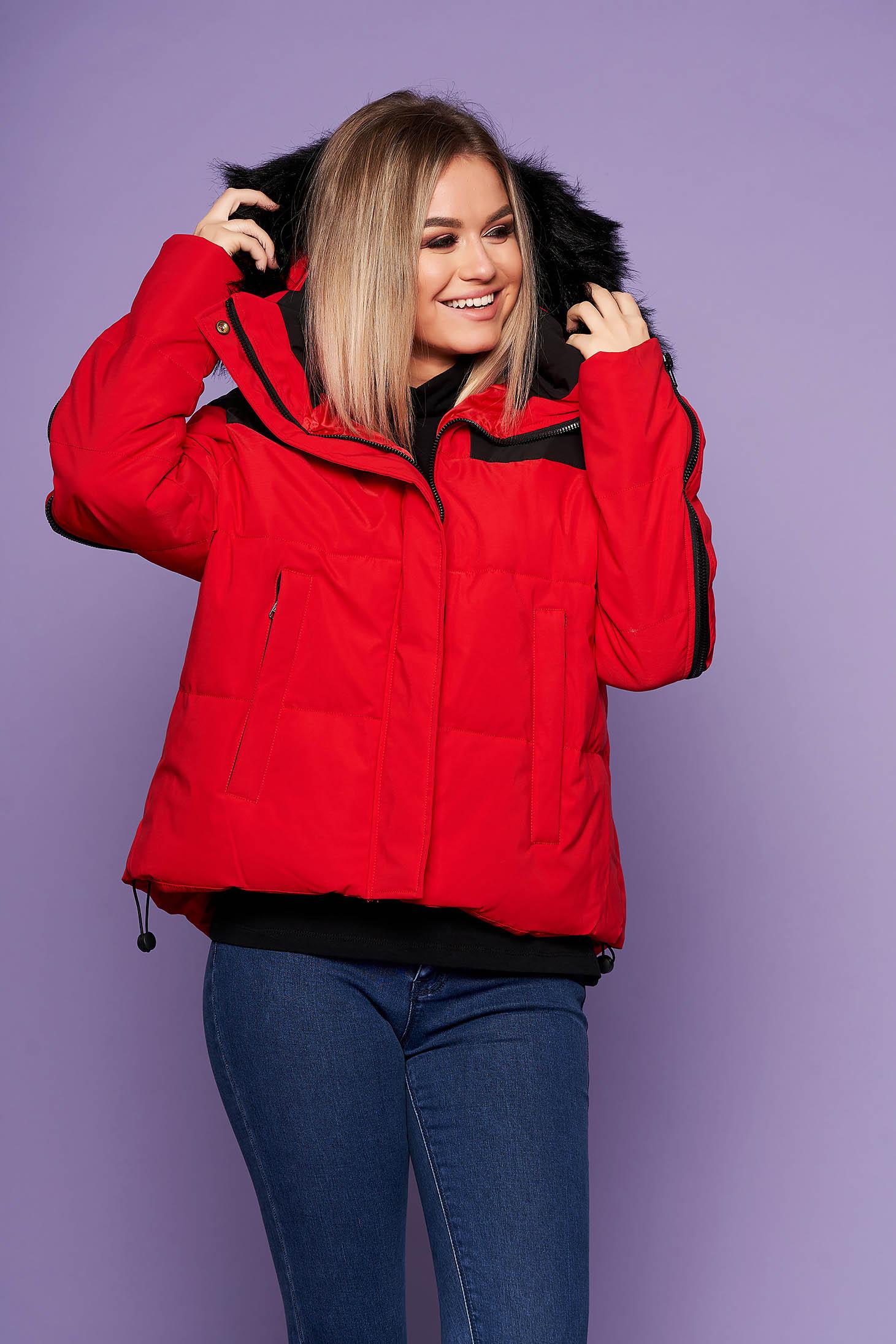 Piros oversized casual bő szabású fix kapucnis dzseki műszőrmével steppelt anyagból