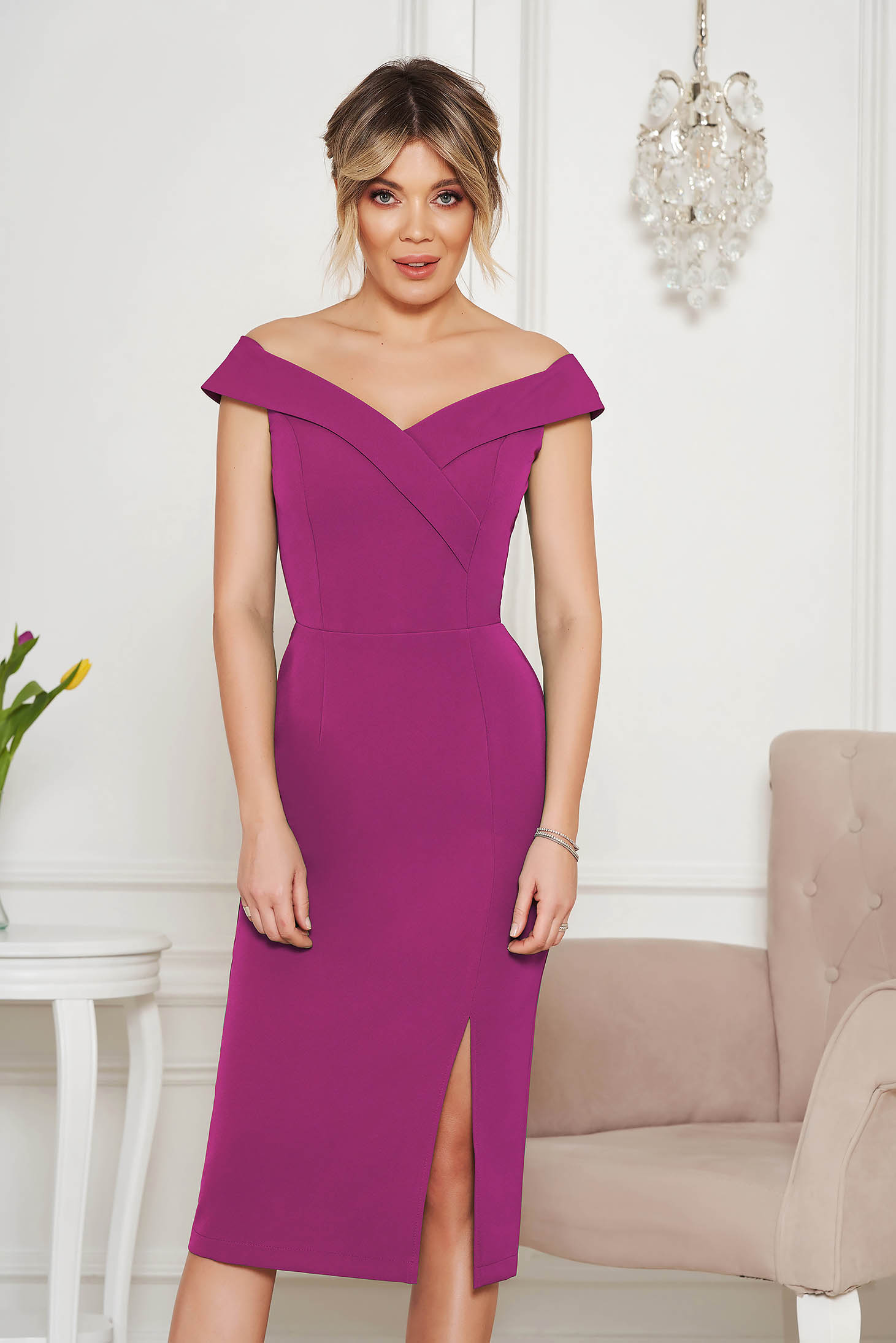 StarShinerS purple occasional dress with tented cut with v-neckline on the shoulders