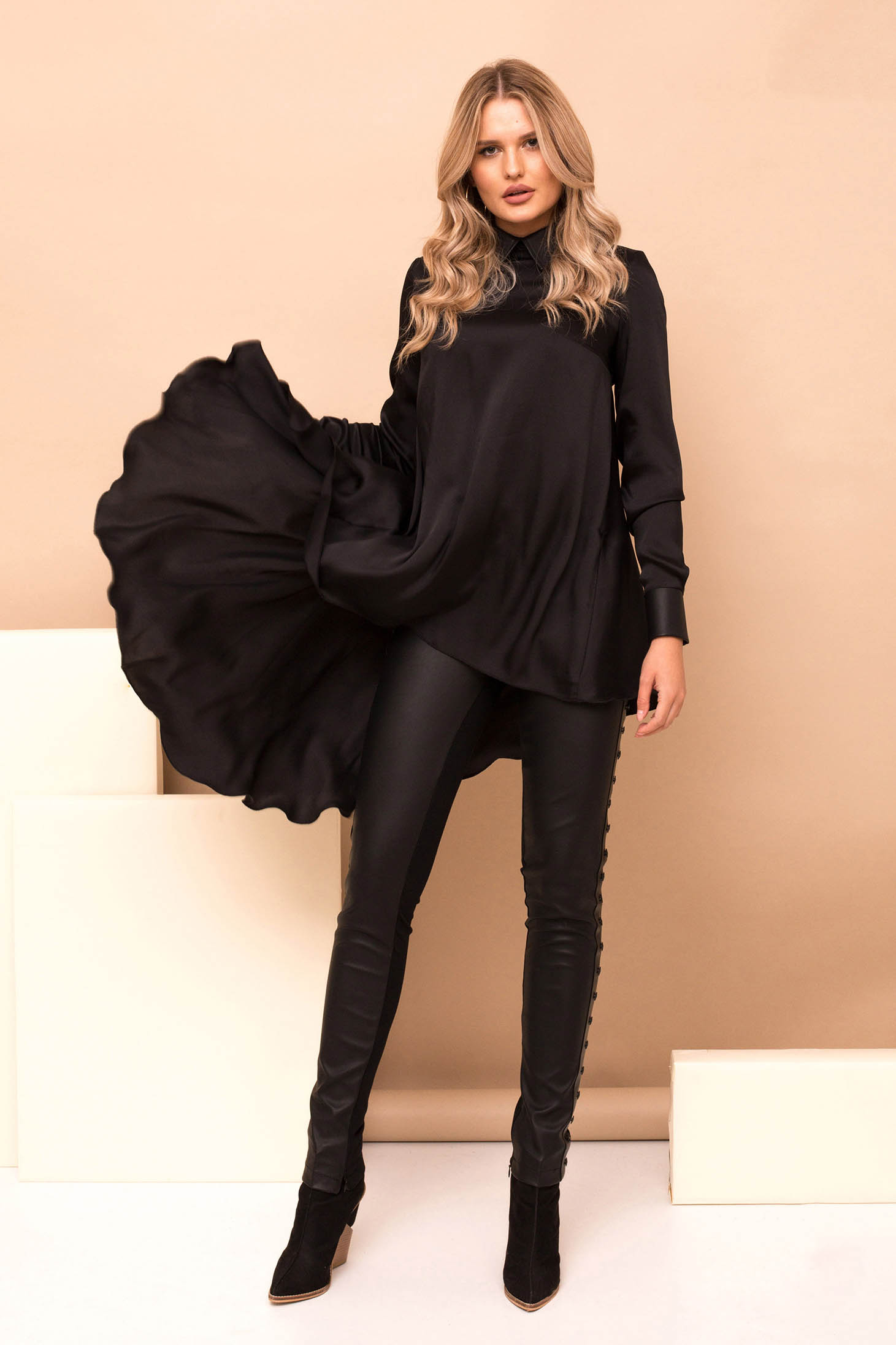 Black casual high waisted tights from ecological leather with metallic details