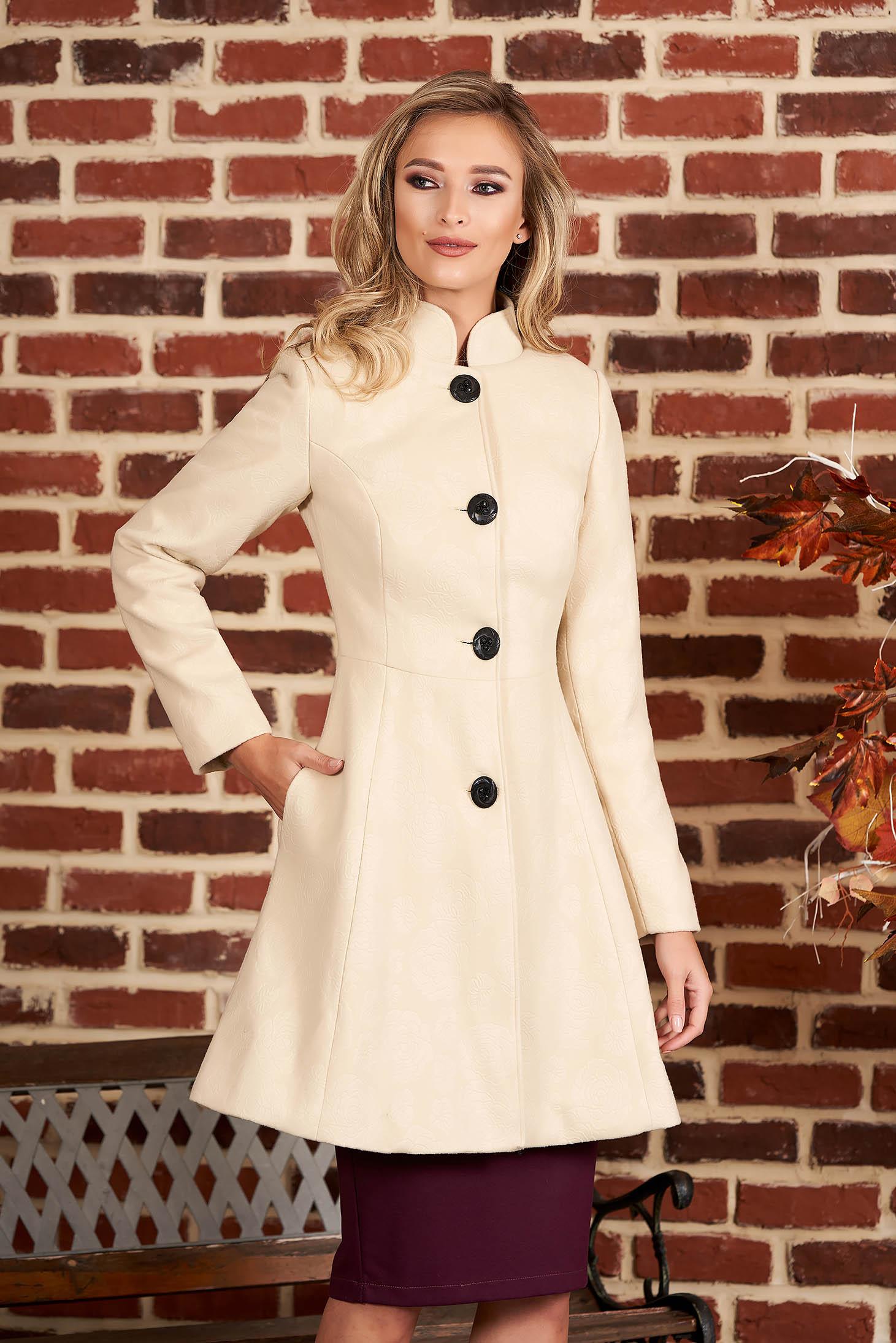 Palton Artista crem elegant in clos din stofa neelastica captusit pe interior