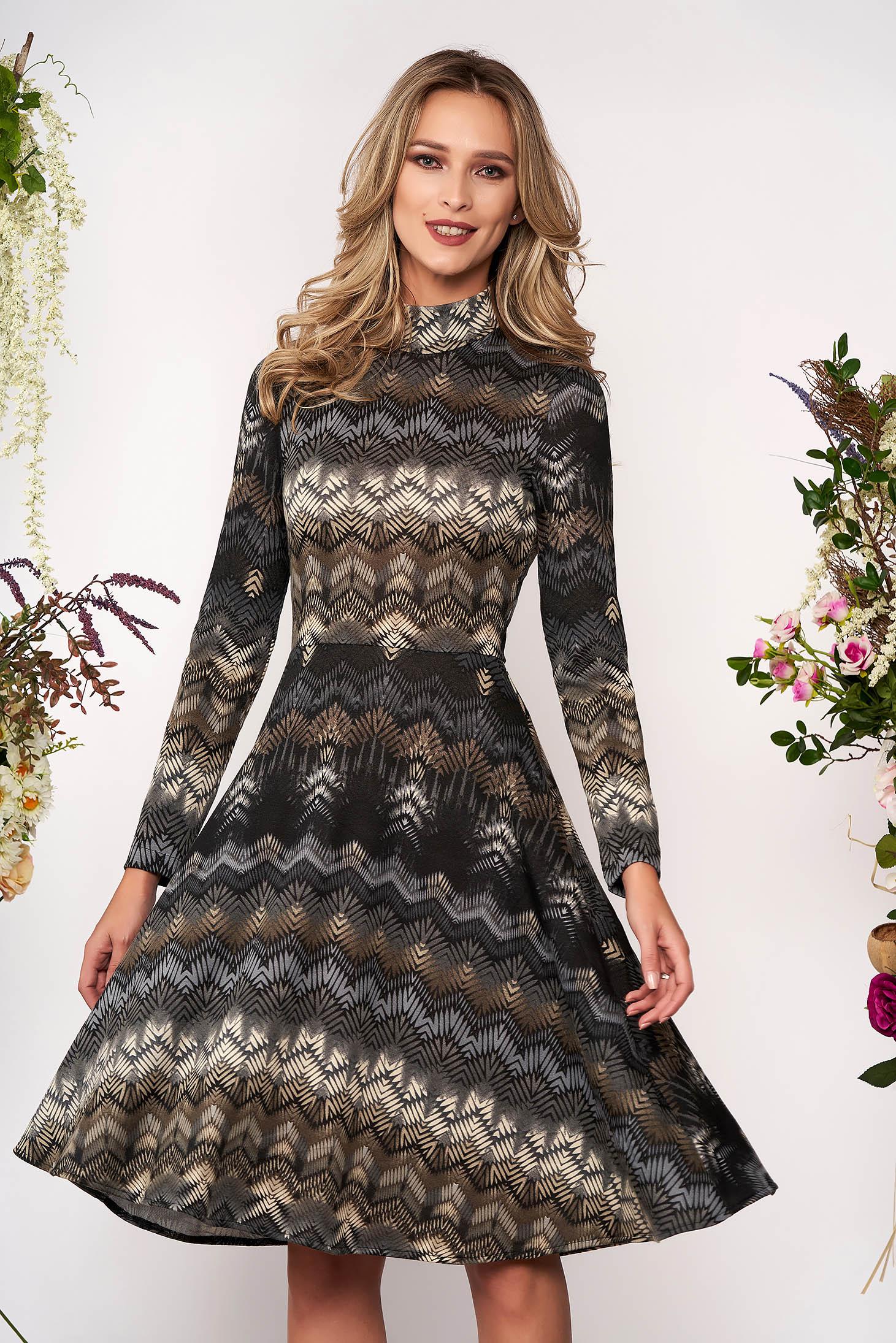 Rochie StarShinerS gri midi de zi din material tricotat in clos cu maneci lungi