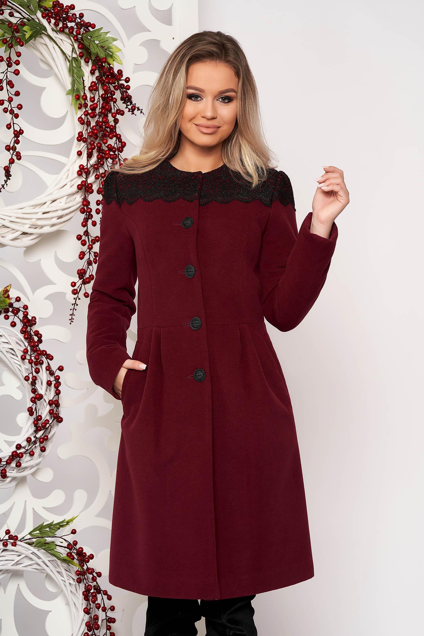 Palton LaDonna visiniu elegant din lana captuseala groasa cu insertii de broderie