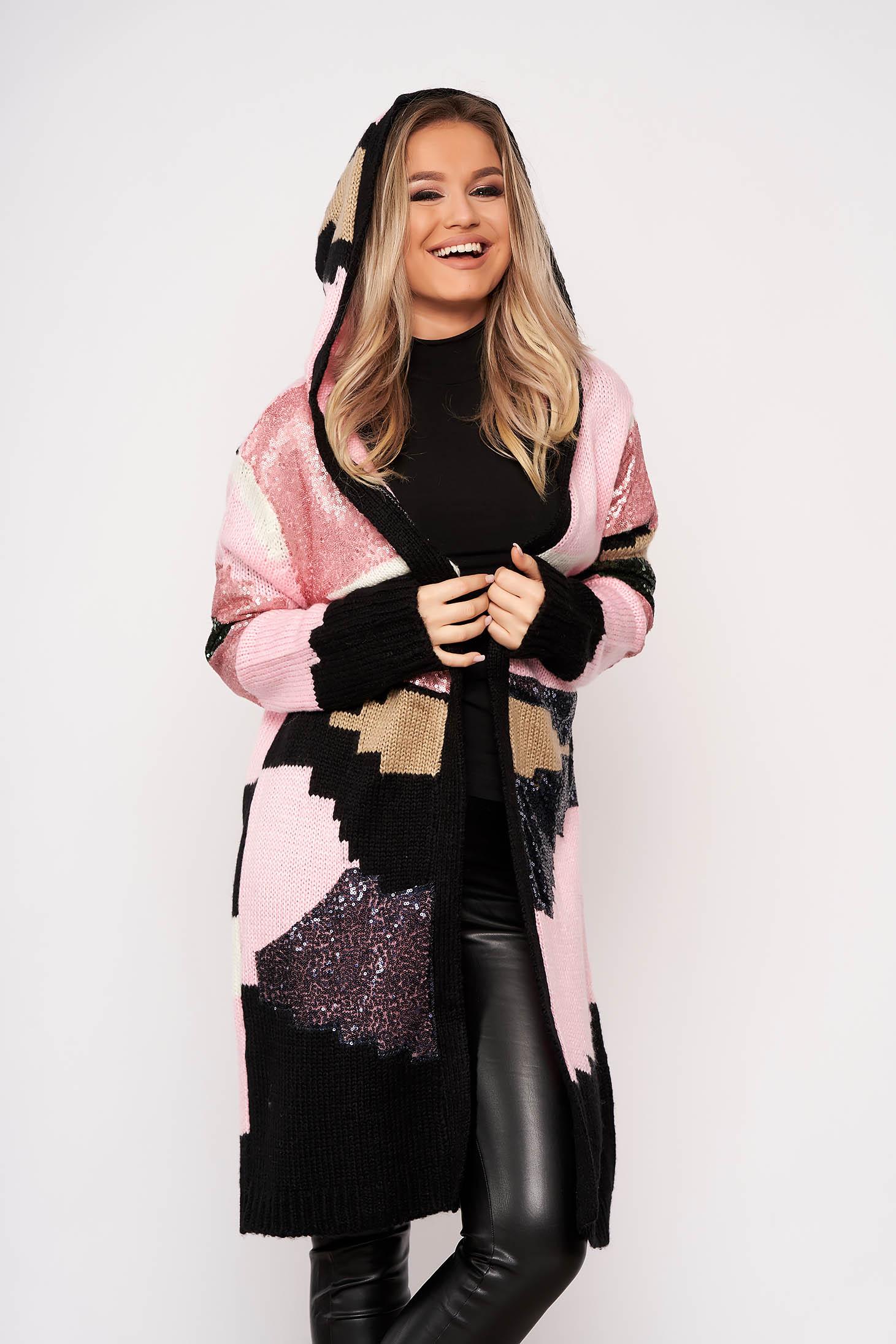 Cardigan SunShine roz deschis elegant din material tricotat cu aplicatii cu paiete cu gluga nedetasabila si fara inchidere