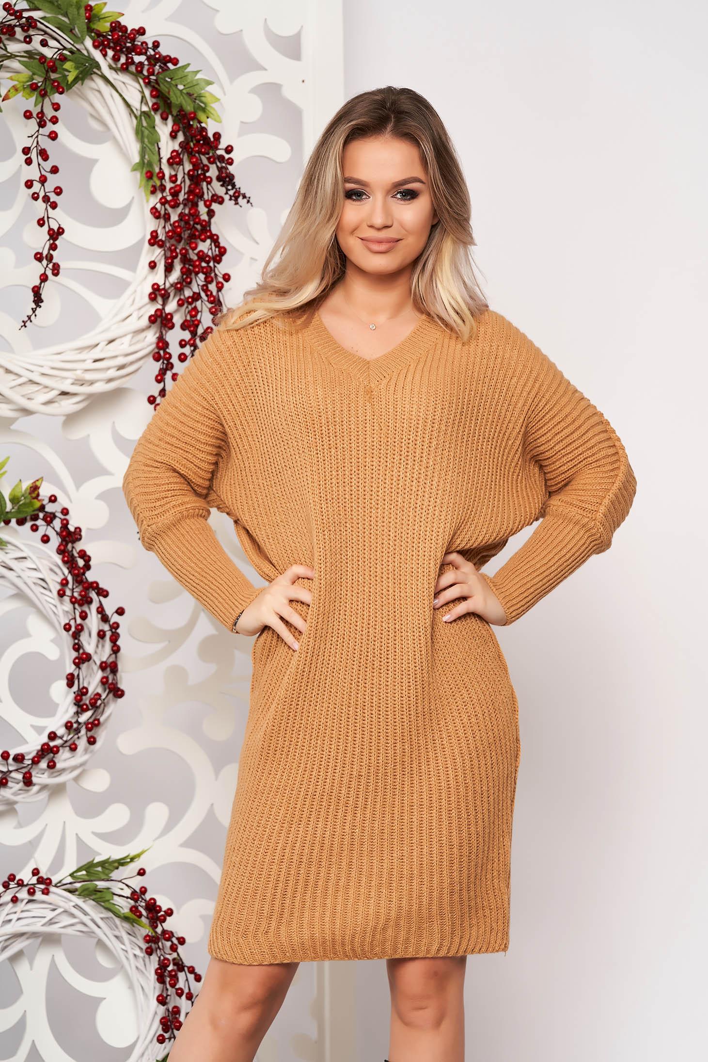 Rochie SunShine maro casual midi din material tricotat cu un croi drept cu decolteu in v si maneci lungi