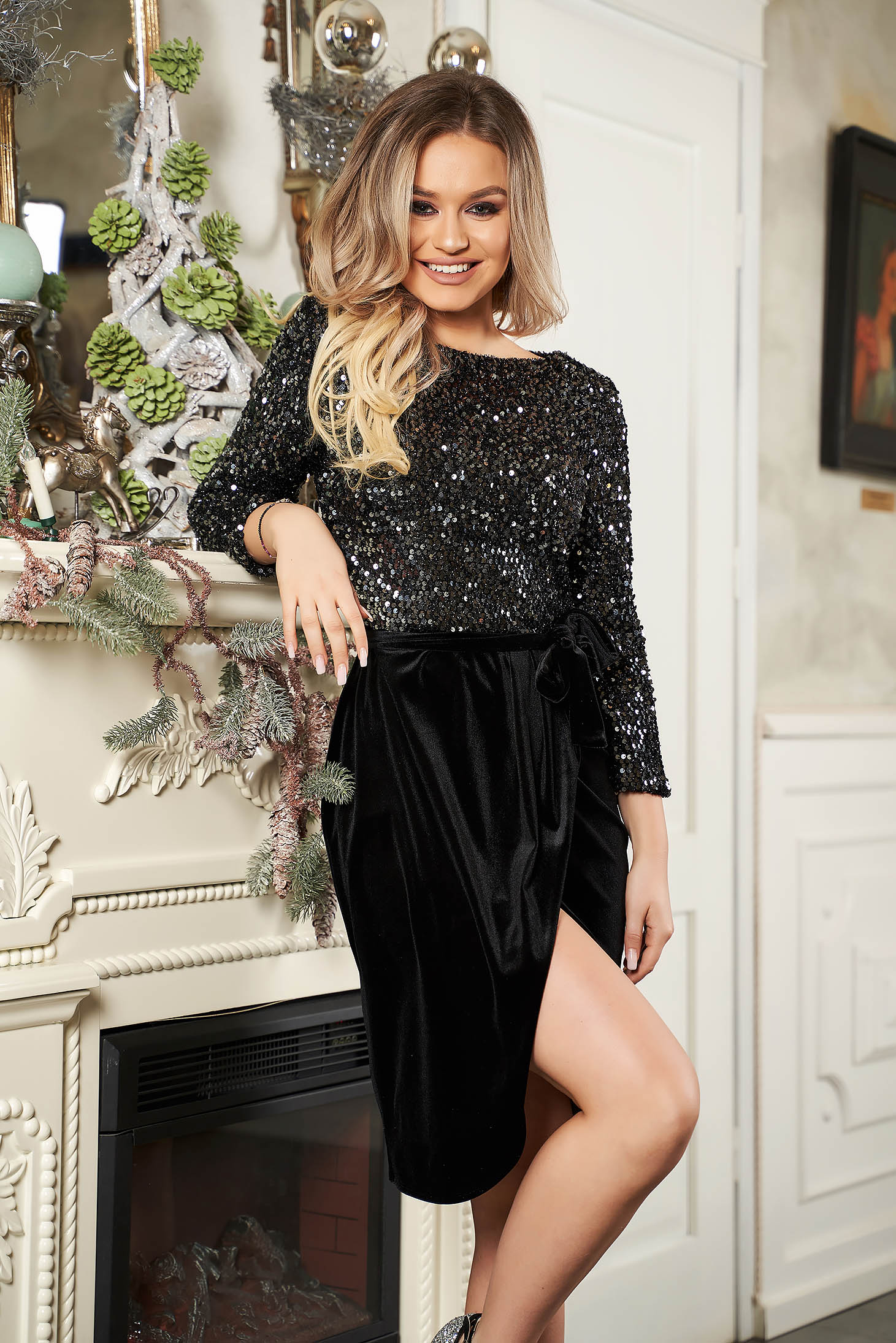 Dress StarShinerS black occasional straight short cut velvet with sequins accessorized with tied waistband