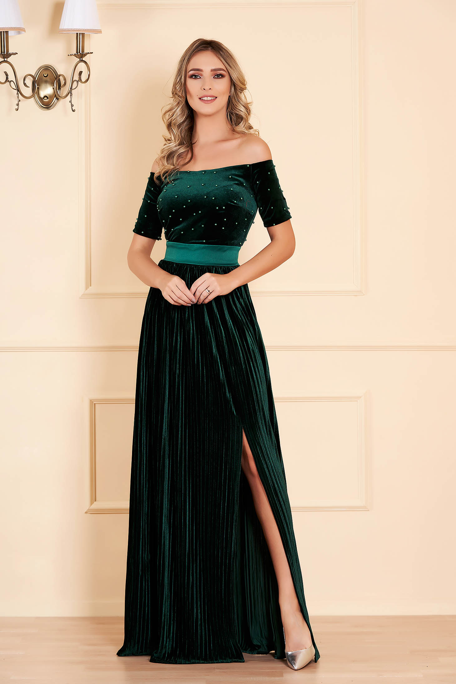 Dress green with pearls from velvet occasional cloche long