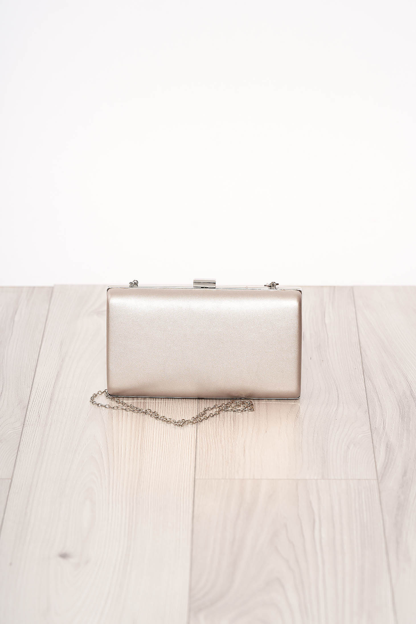 Geanta dama SunShine argintie de ocazie din piele ecologica cu maner lung tip lantisor si accesorizata cu o catarama