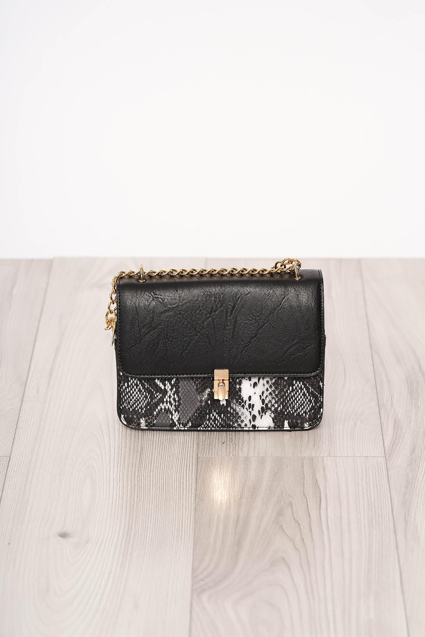 Geanta dama SunShine neagra din piele ecologica cu animal print cu maner lung tip lantisor si accesorizata cu o catarama
