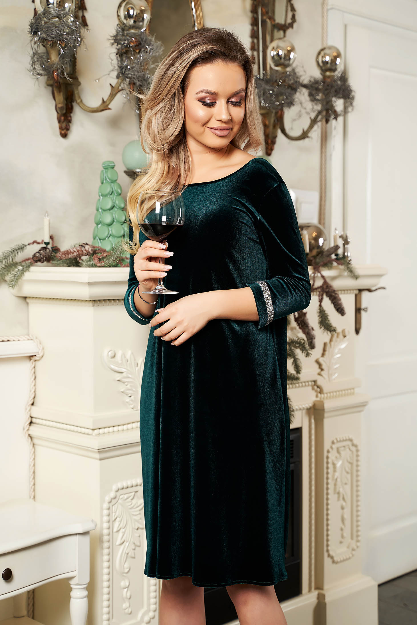 StarShinerS green dress occasional from velvet neckline with 3/4 sleeves short cut flared with crystal embellished details