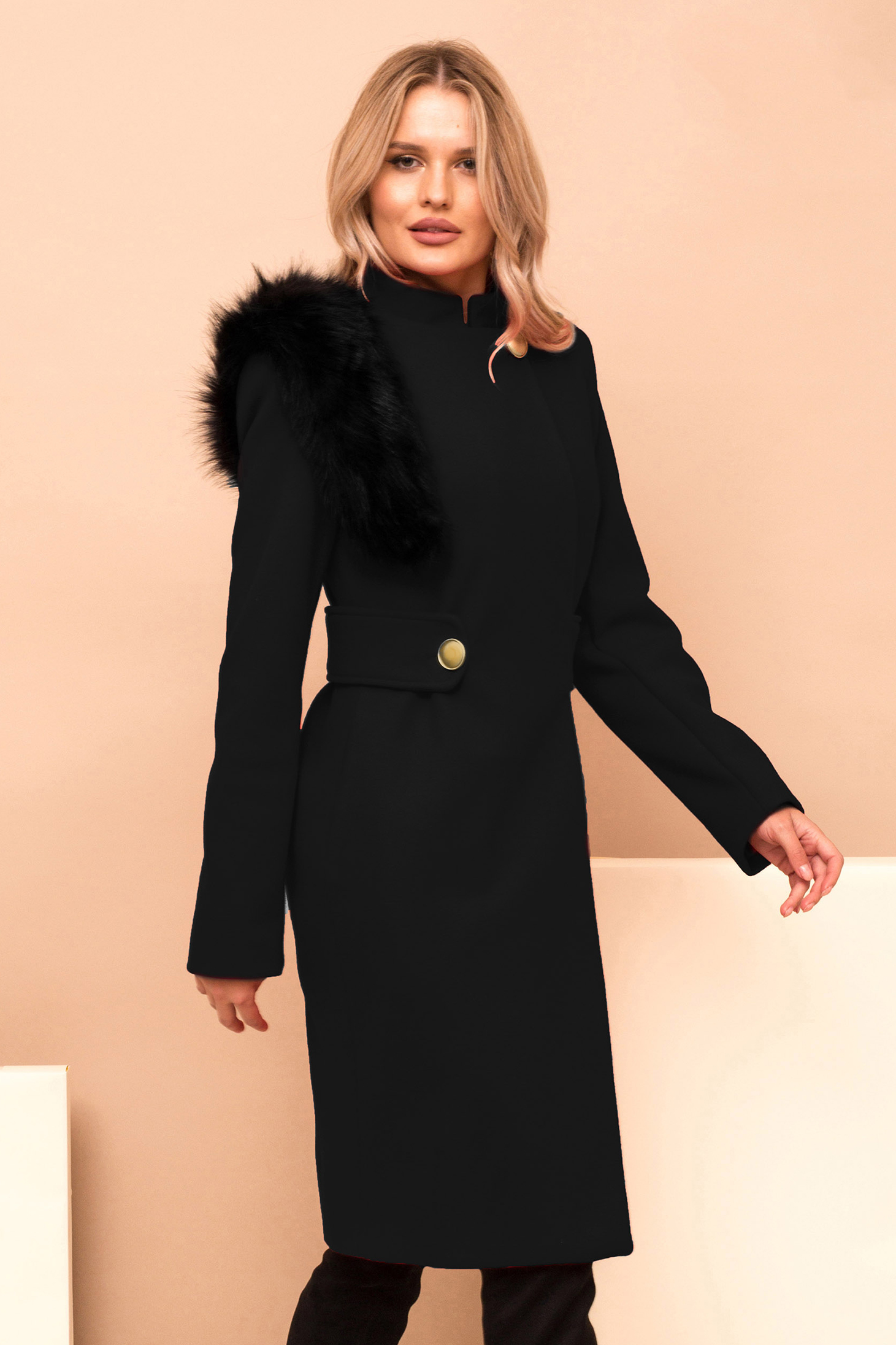Coat black cloth with faux fur details accessorized with tied waistband