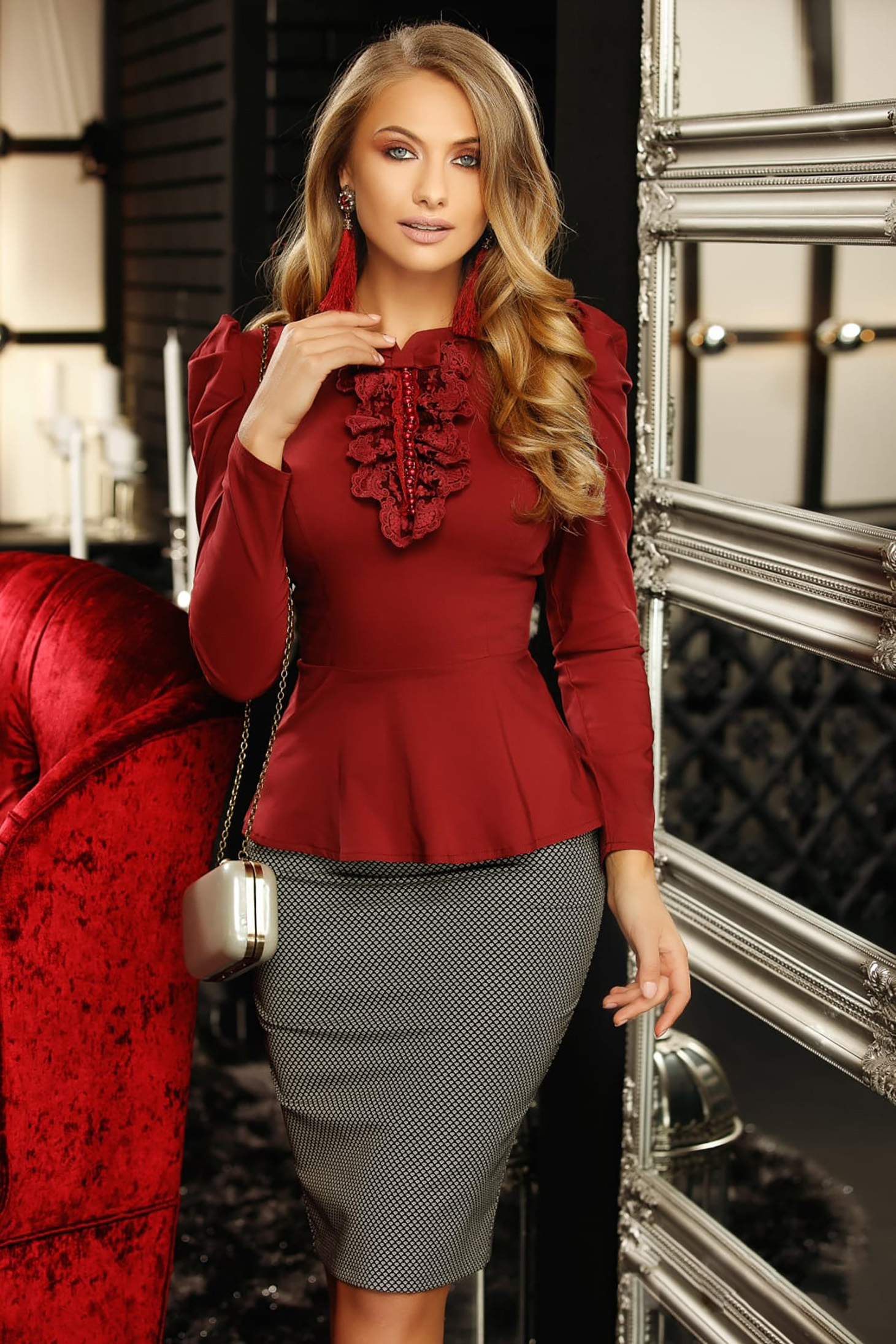 Camasa dama Fofy visinie office cu un croi mulat accesorizata cu o fundita cu aplicatii de dantela si perle
