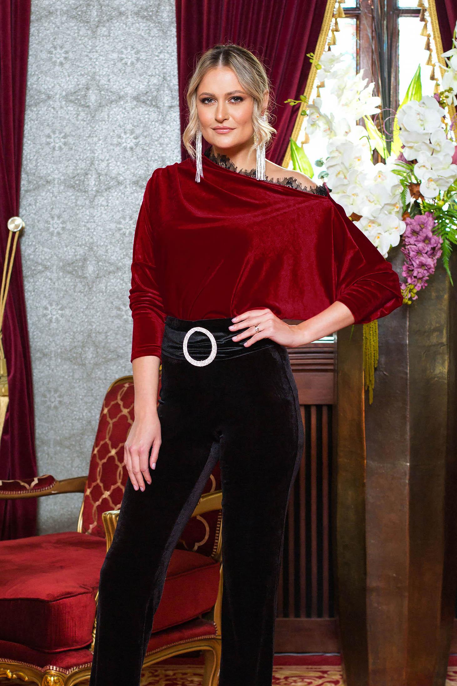 Bluza dama PrettyGirl rosie de ocazie din catifea cu aplicatii de dantela