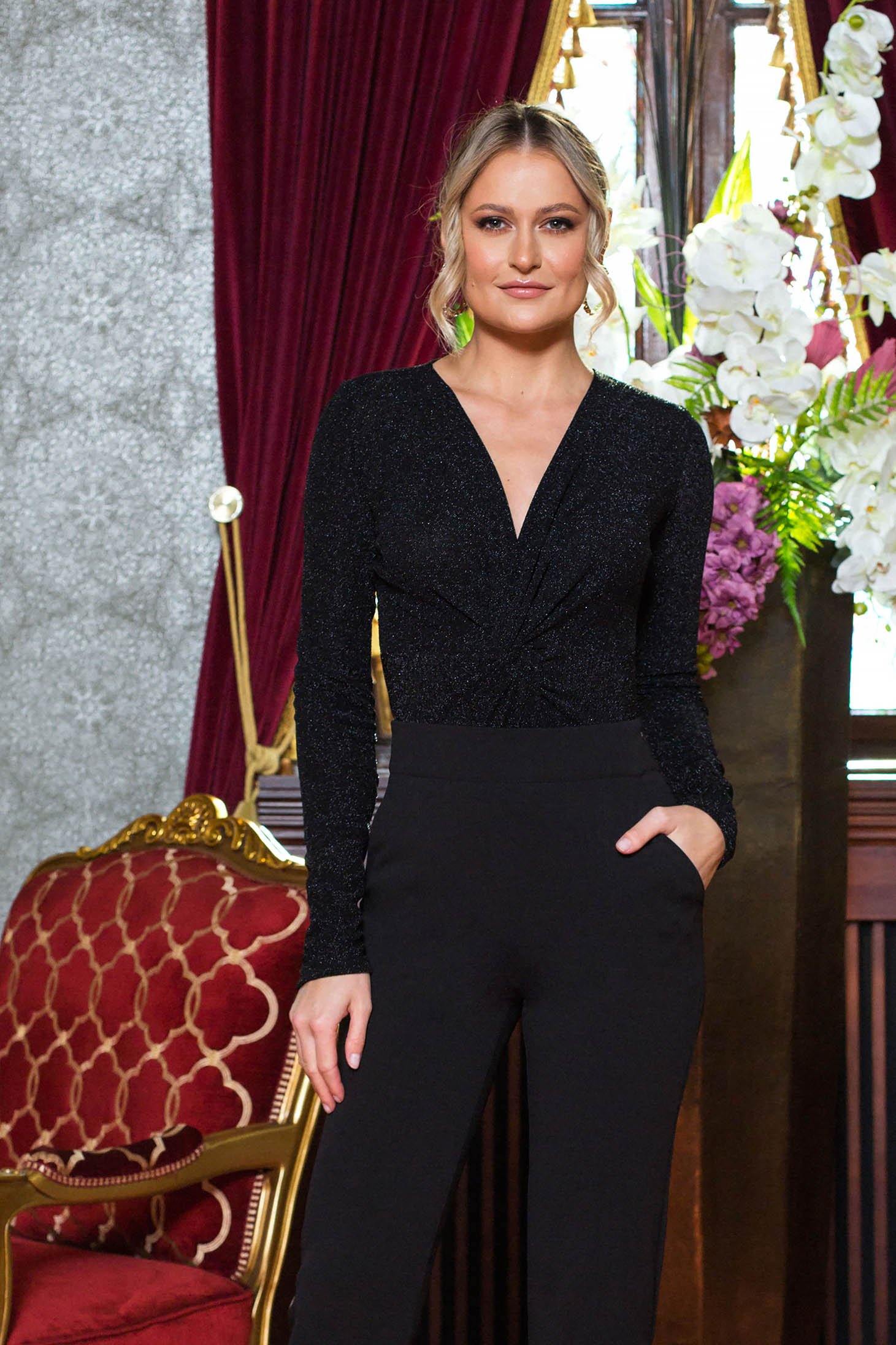 Black body occasional with v-neckline long sleeve
