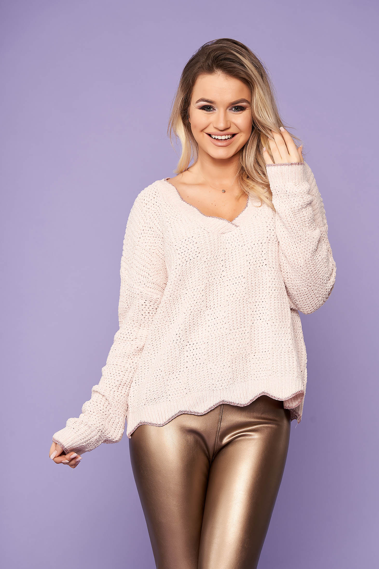 Ivory sweater casual short cut with v-neckline flared knitted