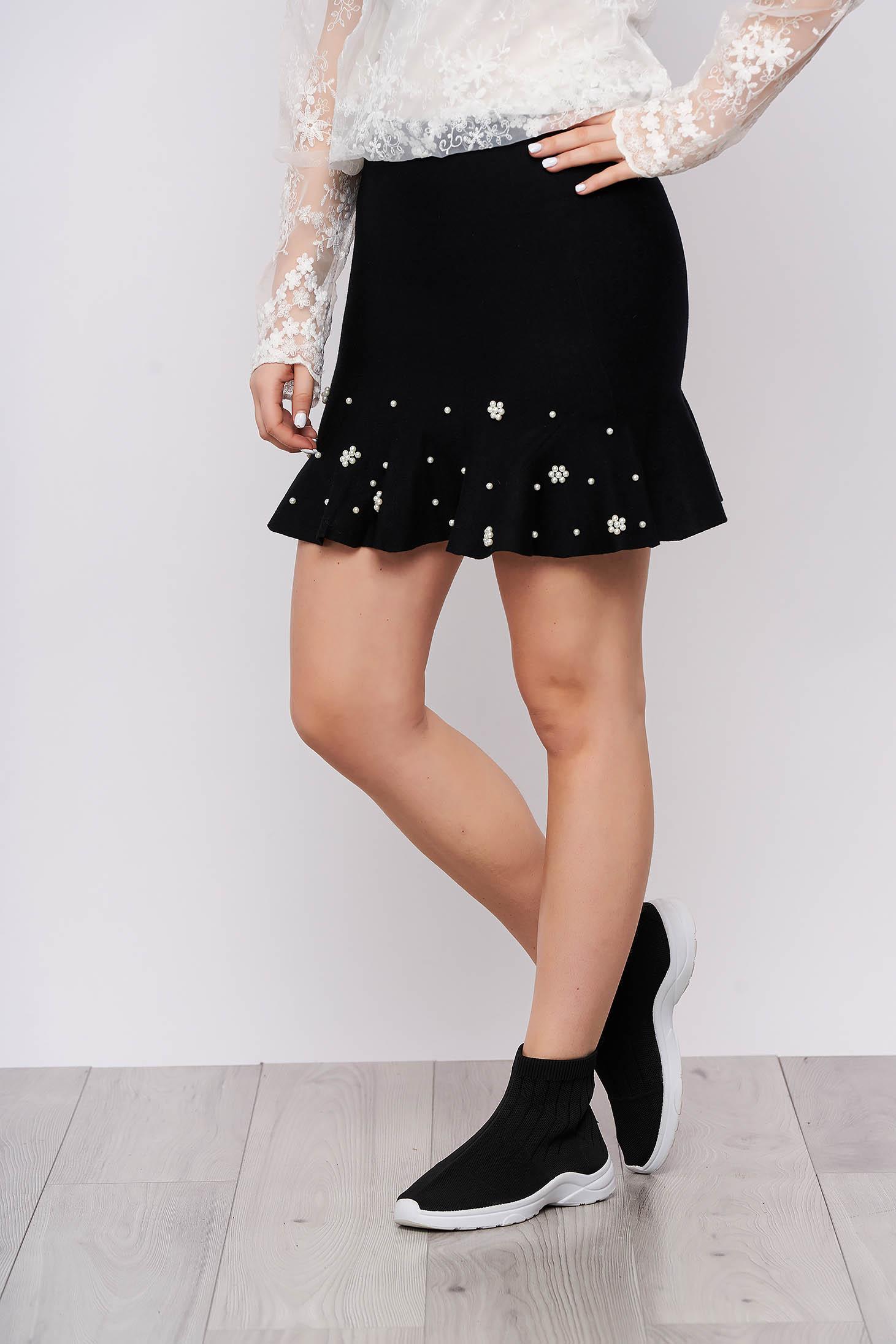 Fusta SunShine neagra eleganta scurta tricotata in clos cu volanase si aplicatii cu perle