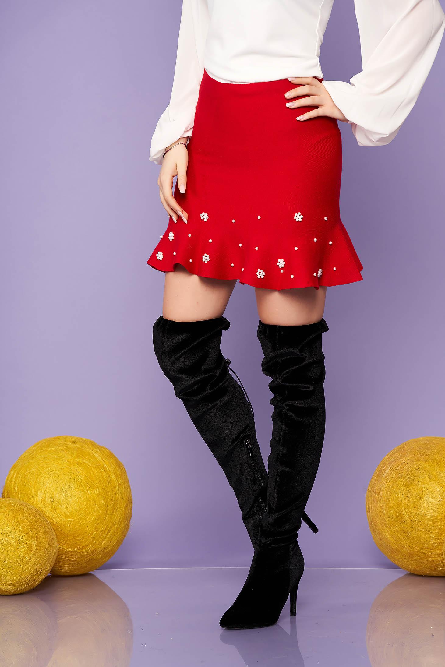 Fusta SunShine rosie eleganta scurta tricotata in clos cu volanase si aplicatii cu perle