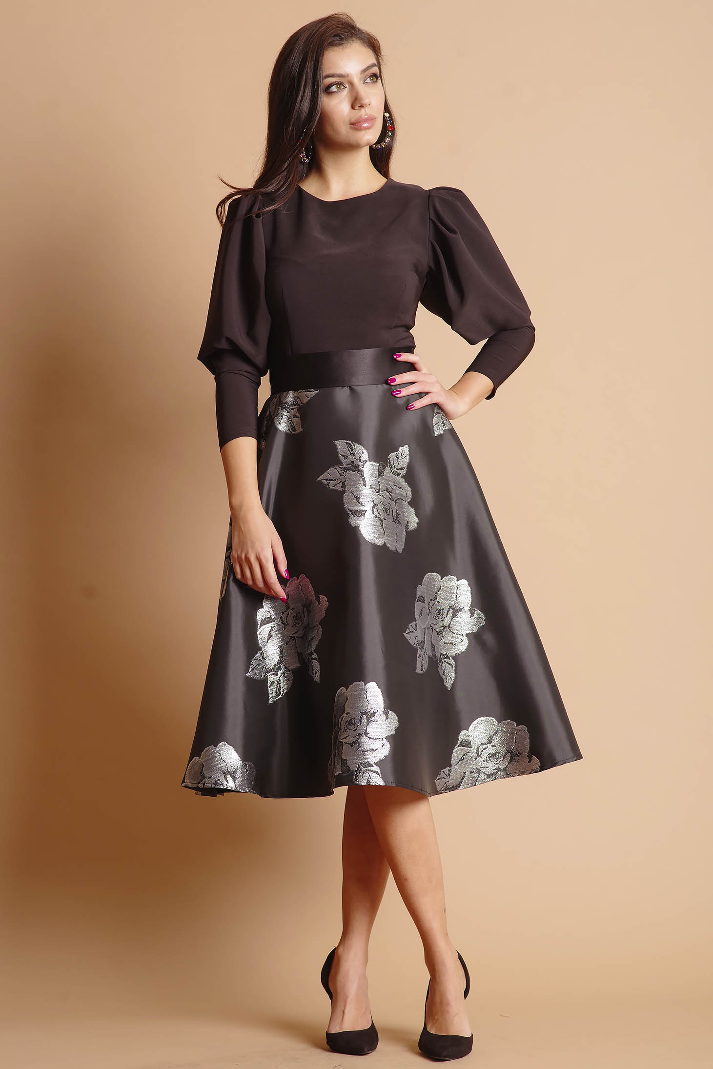 Dress silver cloche occasional with floral print long sleeved accessorized with tied waistband short lining under the skirt back zipper fastening