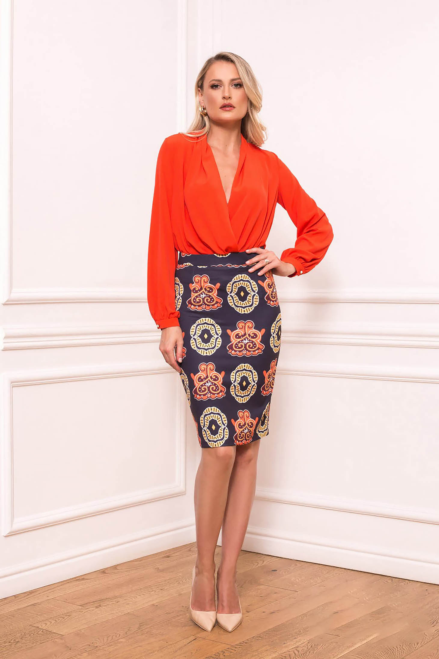 Darkblue short cut elegant pencil skirt with graphic details without clothing scuba thin fabric