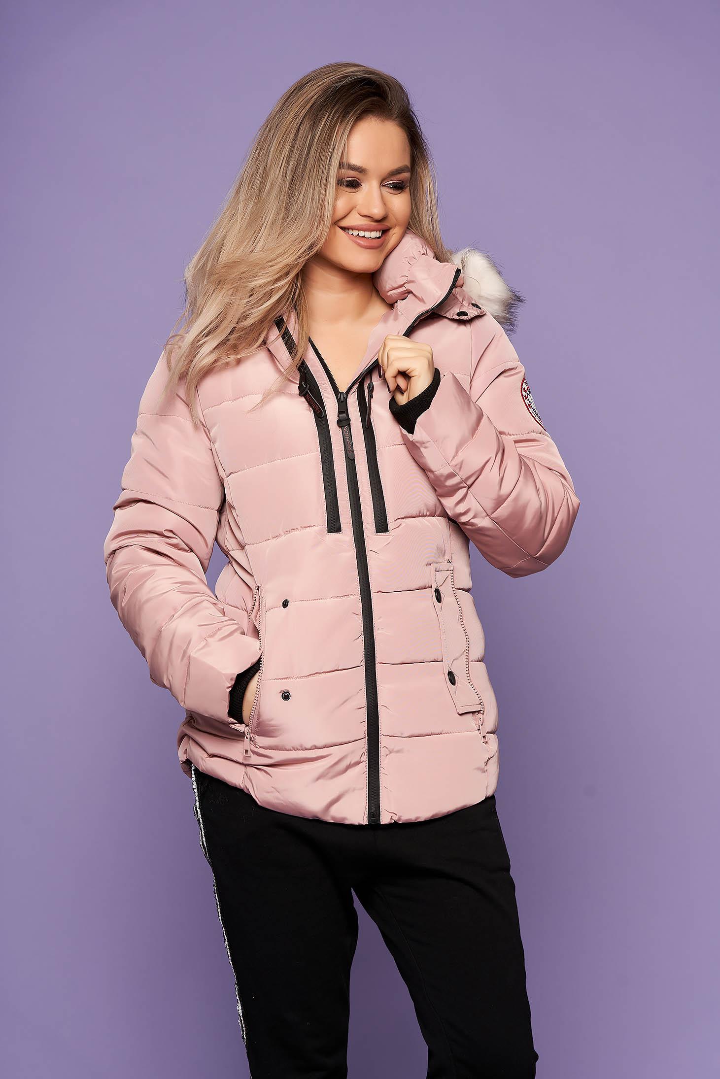 Púder rózsaszínű casual szőrmés kapucnis zsebes rövid dzseki hosszú ujjakkal